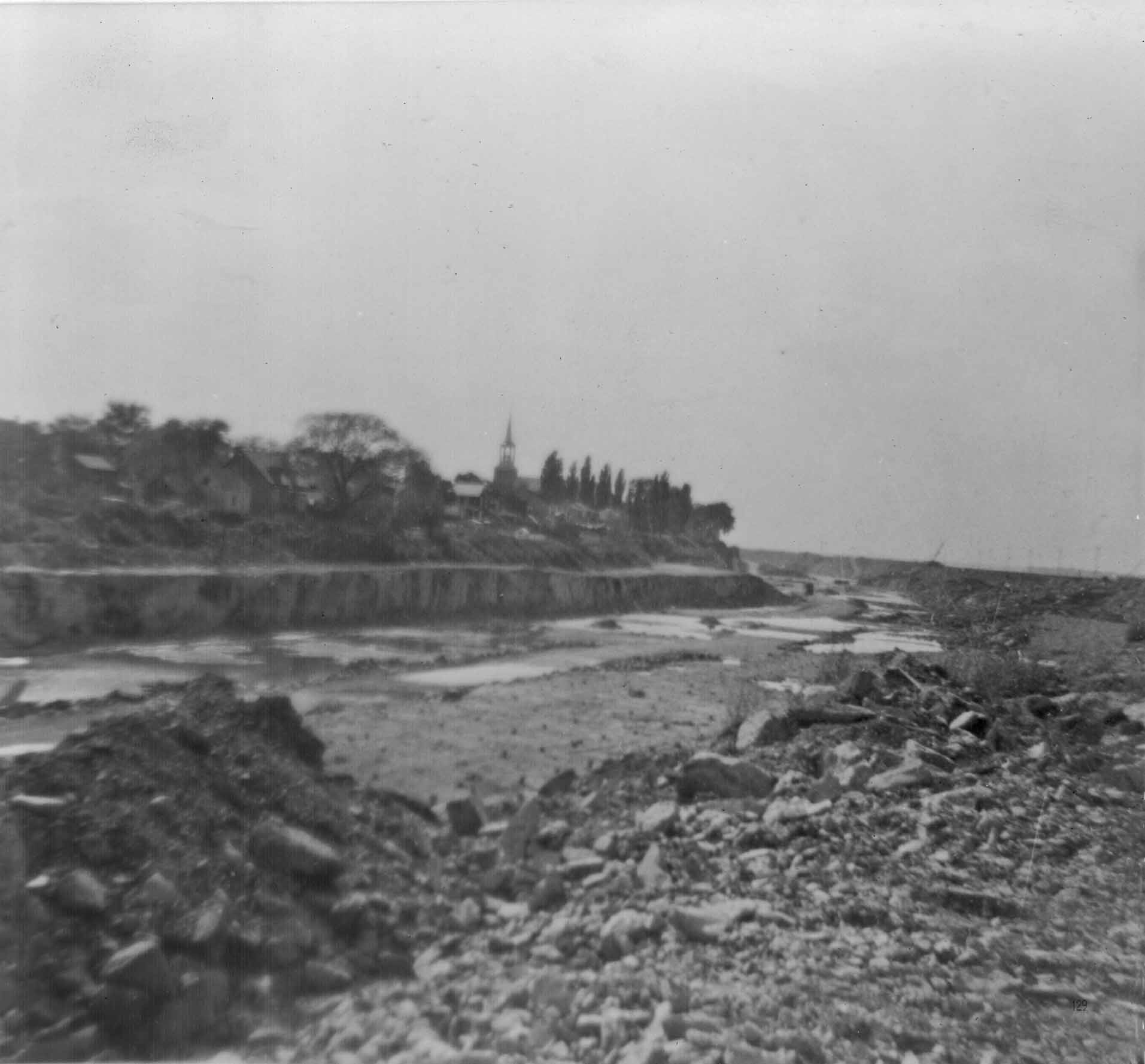 Construction of the St. Lawrence Seaway took place between 1954 and 1959. (The Kahnawake Photo Archive/ Kanien'keháka Onkwawén:na Raotitióhkwa Language and Cultural Center)