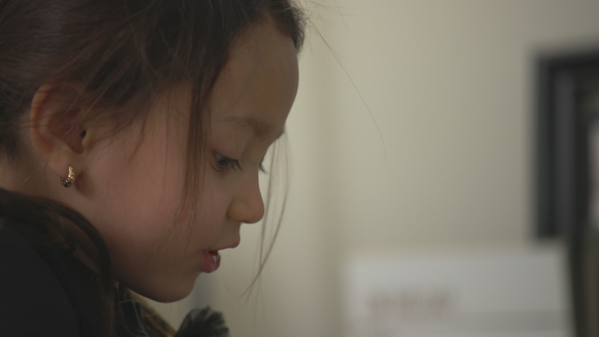 Five-year-old Mai-Linh had a close relationship with her father, Josh de Bock. (John Badcock/CBC)