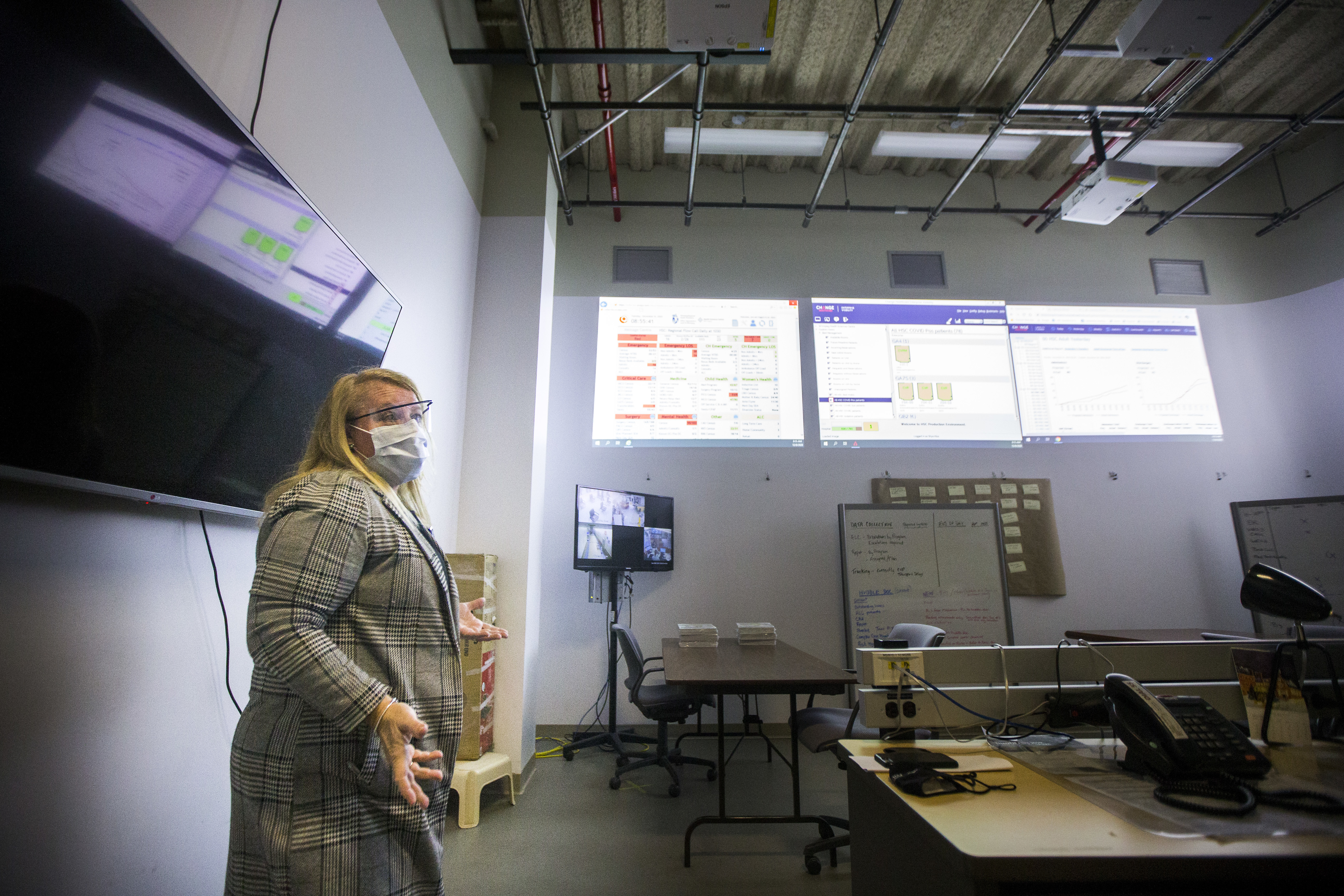Jennifer Cumpsty, acting chief nursing officer for HSC, describes the purpose of the hospital command centre where they strategize the movement of patients every morning. (Mikaela MacKenzie/Winnipeg Free Press/Canadian Press)