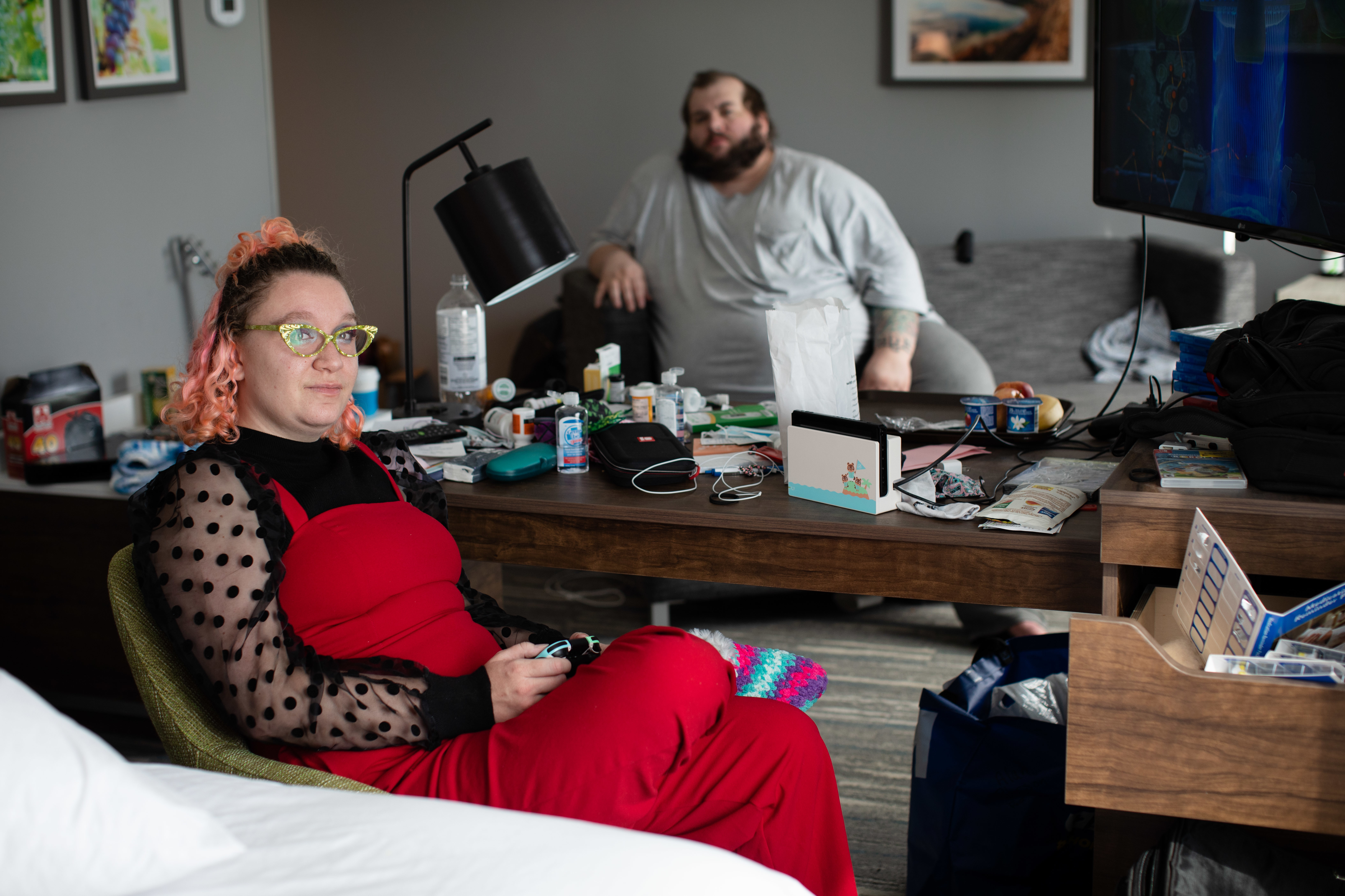 Wildfire evacuees Katja Burnett, left, and her husband, Al Peterson, are pictured inside a hotel room in Kelowna, B.C., on Sept. 2. (Maggie MacPherson/CBC)