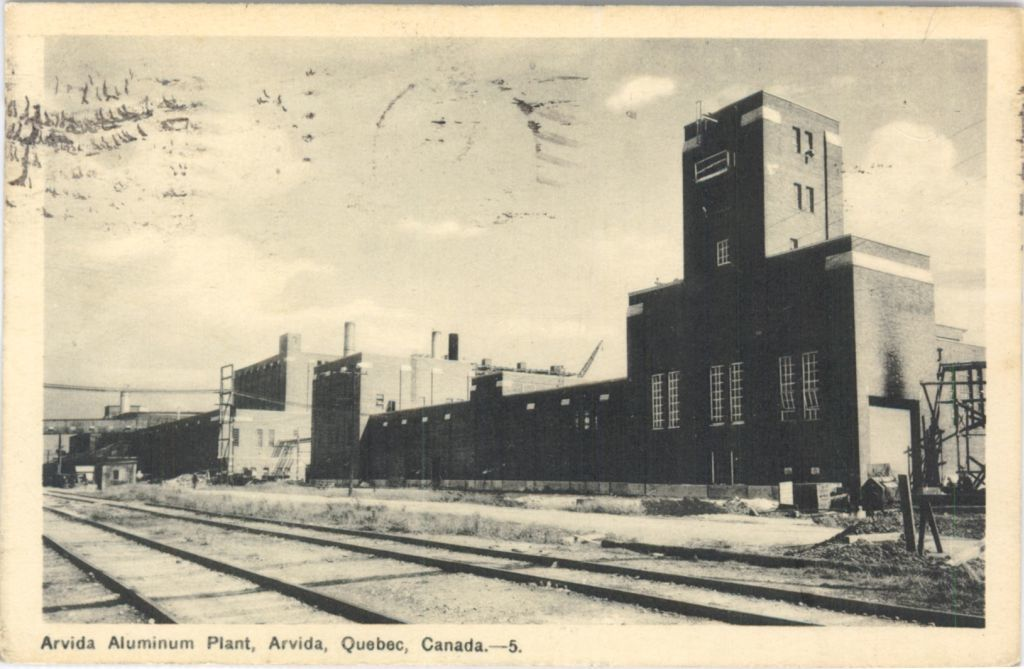 The Arvida smelter started its operations in 1926 and quickly became one of the world's largest aluminum producers. (Bibliothèque et Archives nationales du Québec/0002637405)