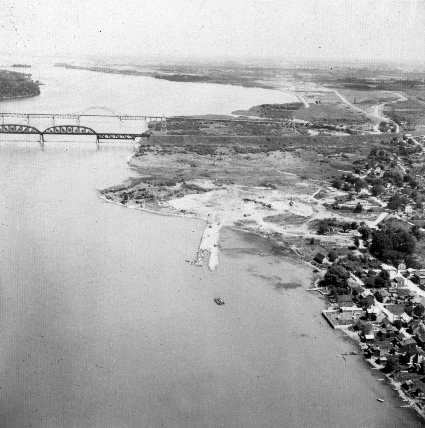One of the few photos of Kahnawake's shoreline before the St. Lawrence Seaway. (The Kahnawake Photo Archive/ Kanien'keháka Onkwawén:na Raotitióhkwa Language and Cultural Center)