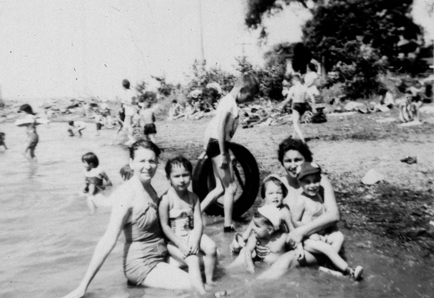 Johnson's beach in Kahnawake circa 1959. (The Kahnawake Photo Archive/ Kanien'keháka Onkwawén:na Raotitióhkwa Language and Cultural Center)