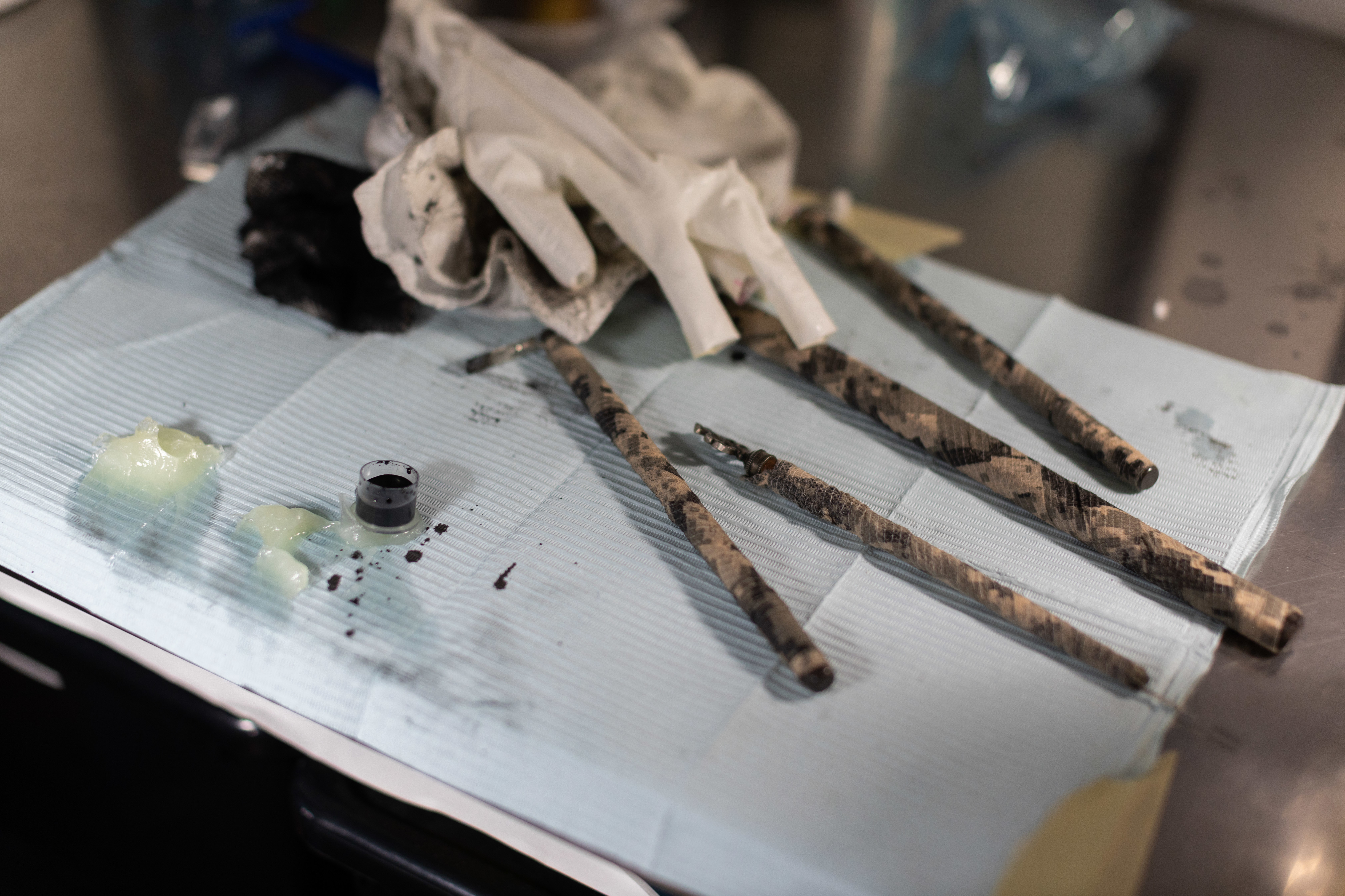 Batok is traditionally done using tools made from bamboo, the thorn of a calamansi (Filipino citrus fruit) tree and ink made from charcoal scraped from the exterior of a cooking pot. Landicho has updated his tools to meet local health regulations. (Gian-Paolo Mendoza/CBC)