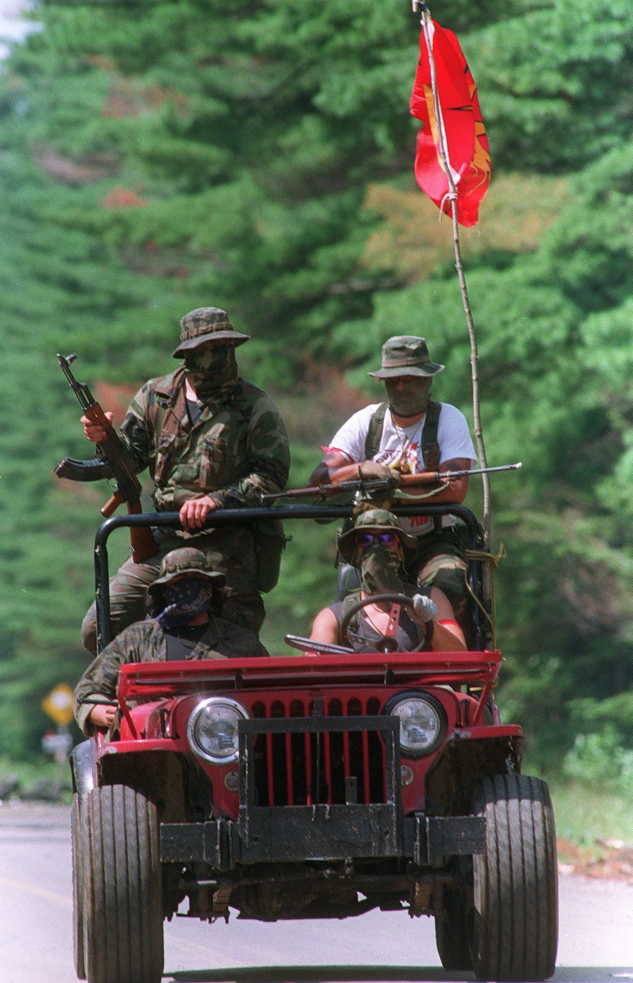 Armed Mohawk Warriors patrol the perimeter of the Kanesatake reserve near Oka, Que., on August 8, 1990, a month into the standoff between Mohawks and police. (Paul Chiasson/The Canadian Press)