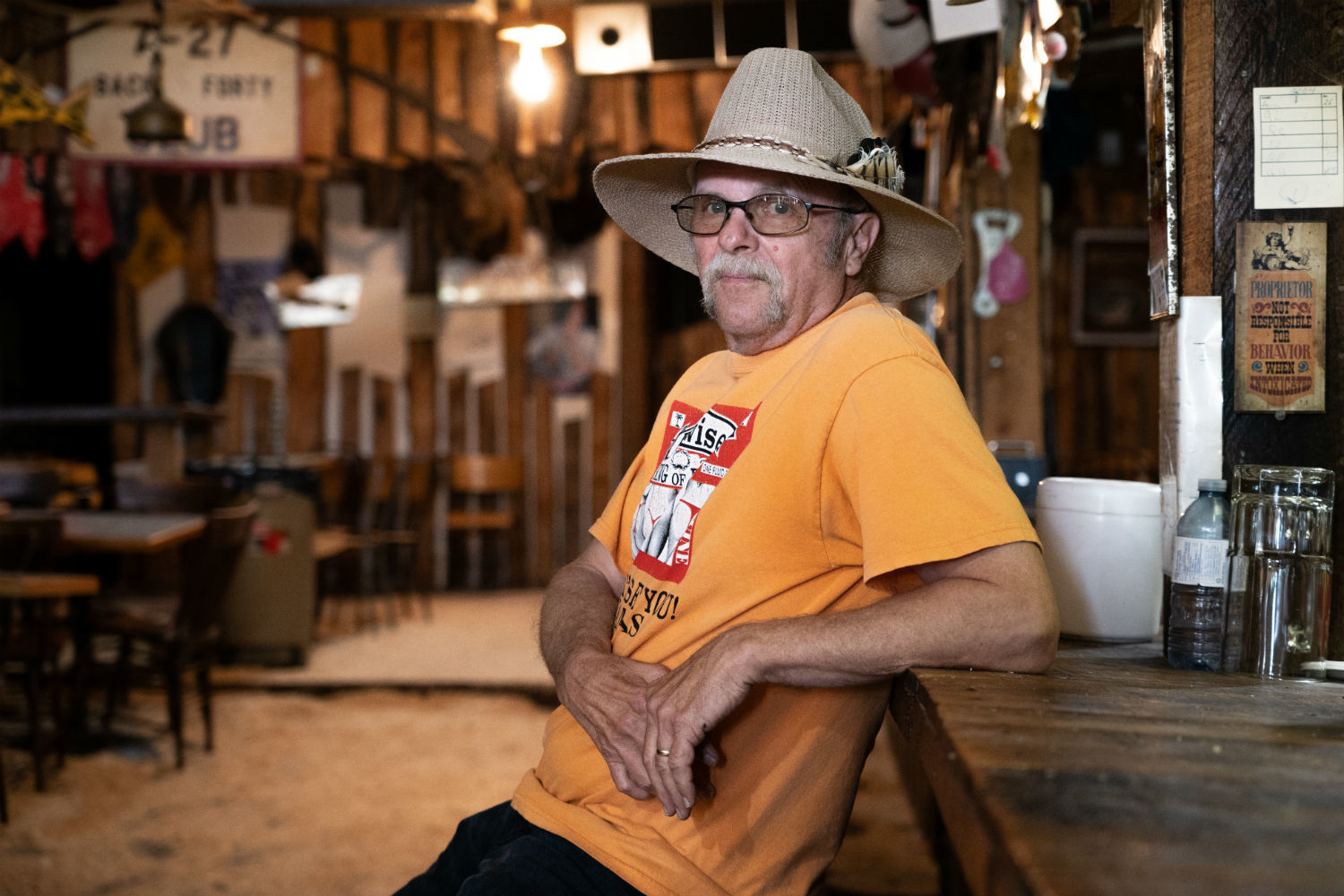 Doug Hampton inside Sam's Saloon in Rowley, Alta. (Vincent Bonnay/Radio-Canada)