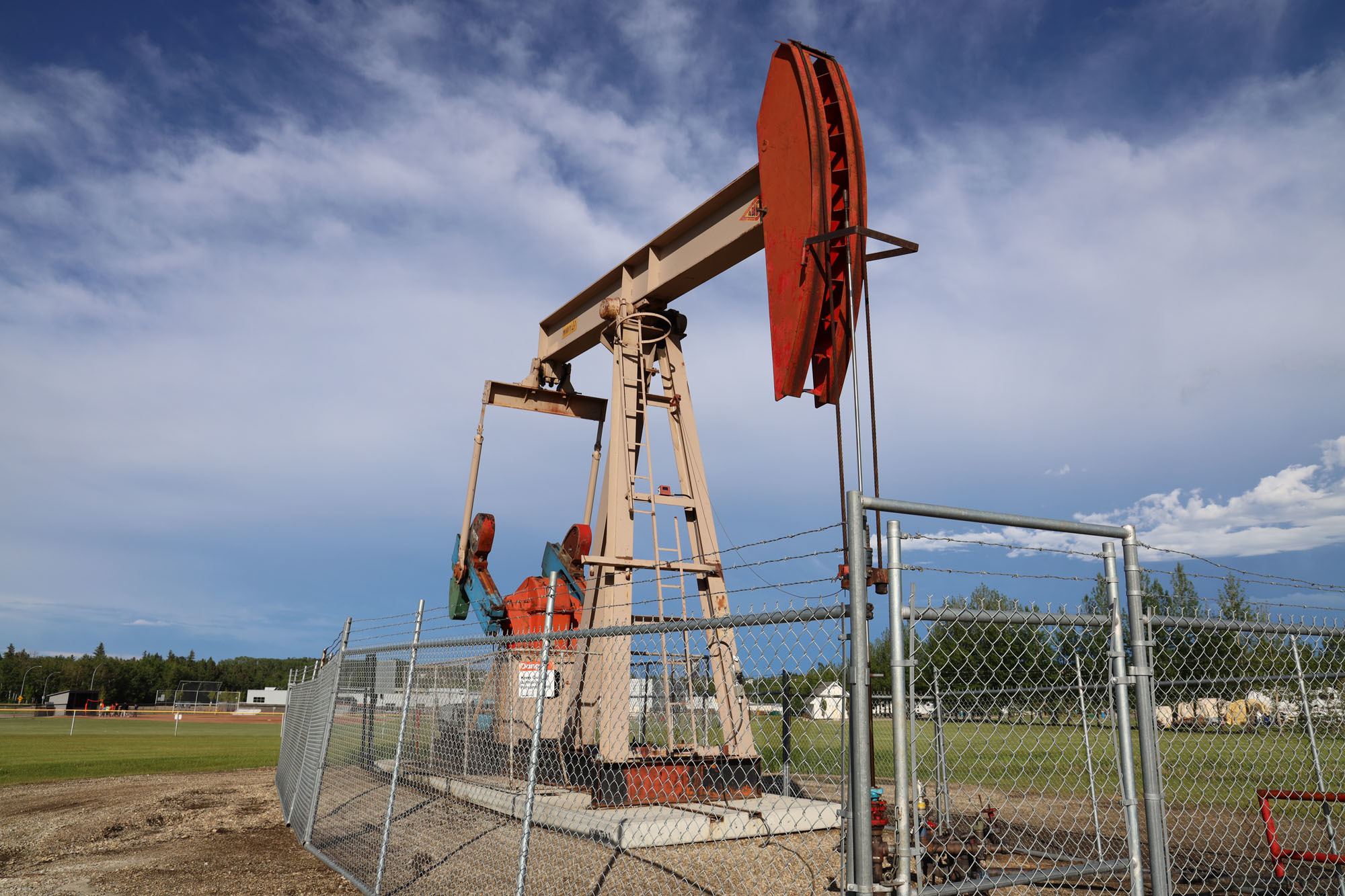 A pumpjack in Drayton Valley works to extract oil from a well. (Kory Siegers/CBC)