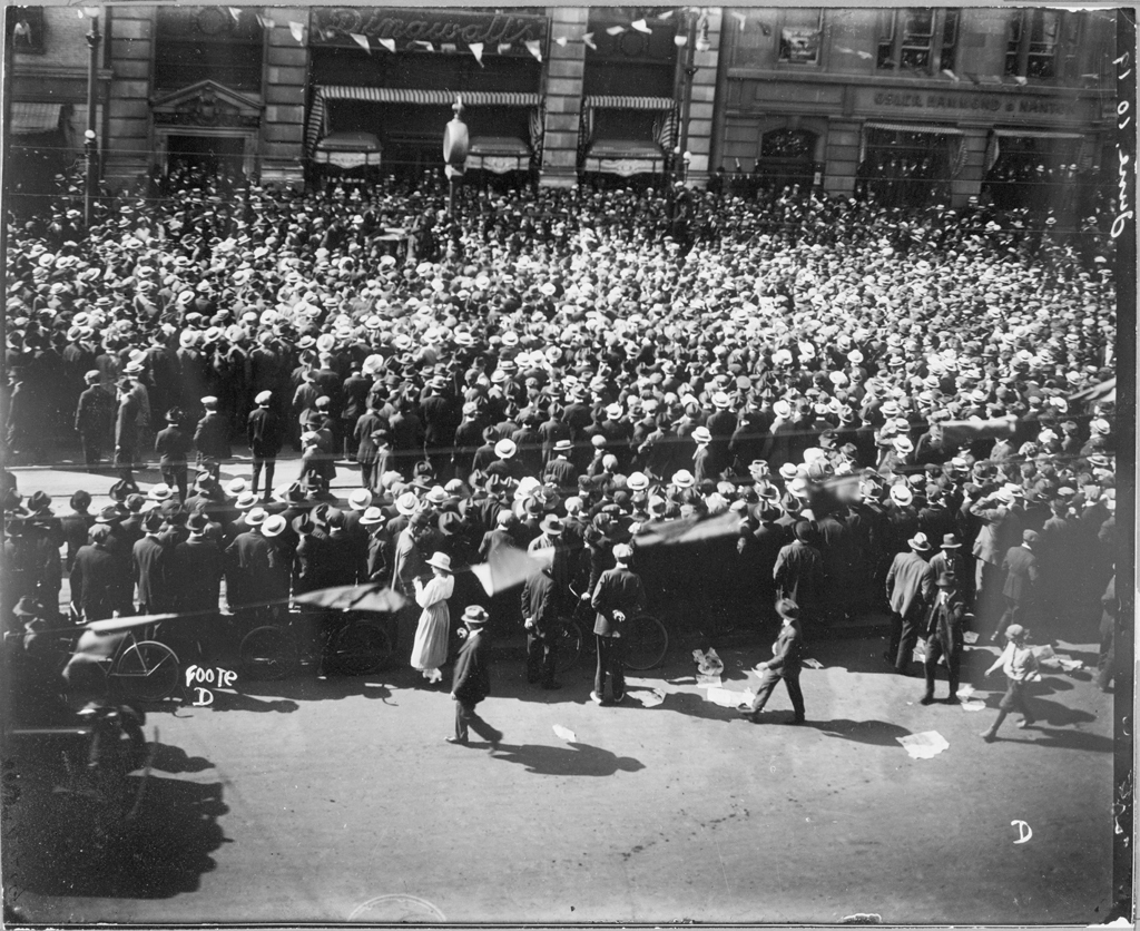 A crowd of strikers and supporters gathered at Portage Avenue and Main Street on June 19, 1919. (L.B. Foote collection/Archives of Manitoba)