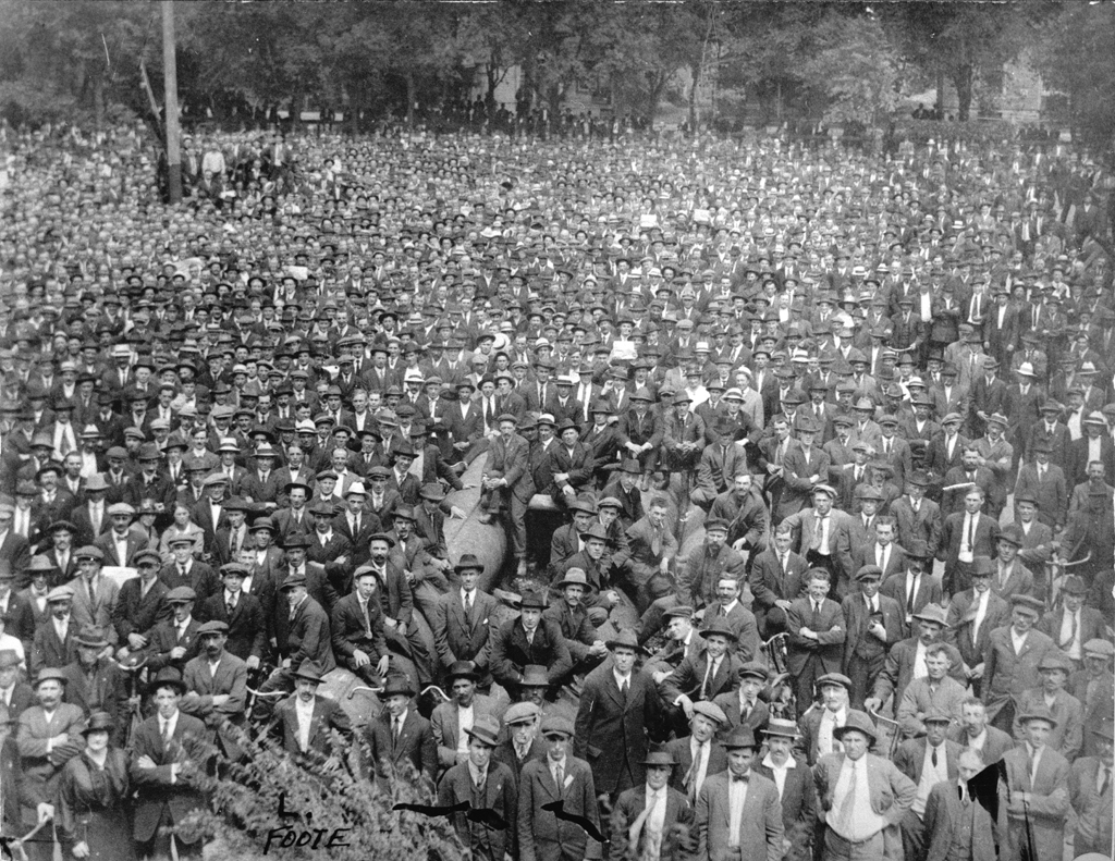 Strikers and supporters gathered in Victoria Park. (L.B. Foote collection/Archives of Manitoba)
