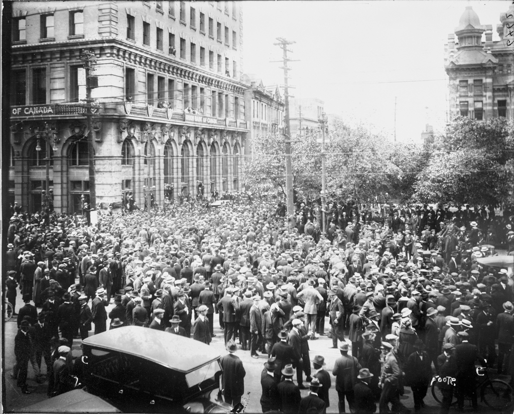 A crowd of about 6,000 stands outside of city hall, near the corner of William Avenue and Main Street, on June 21, 1919. (L.B. Foote Collection/Archives of Manitoba)