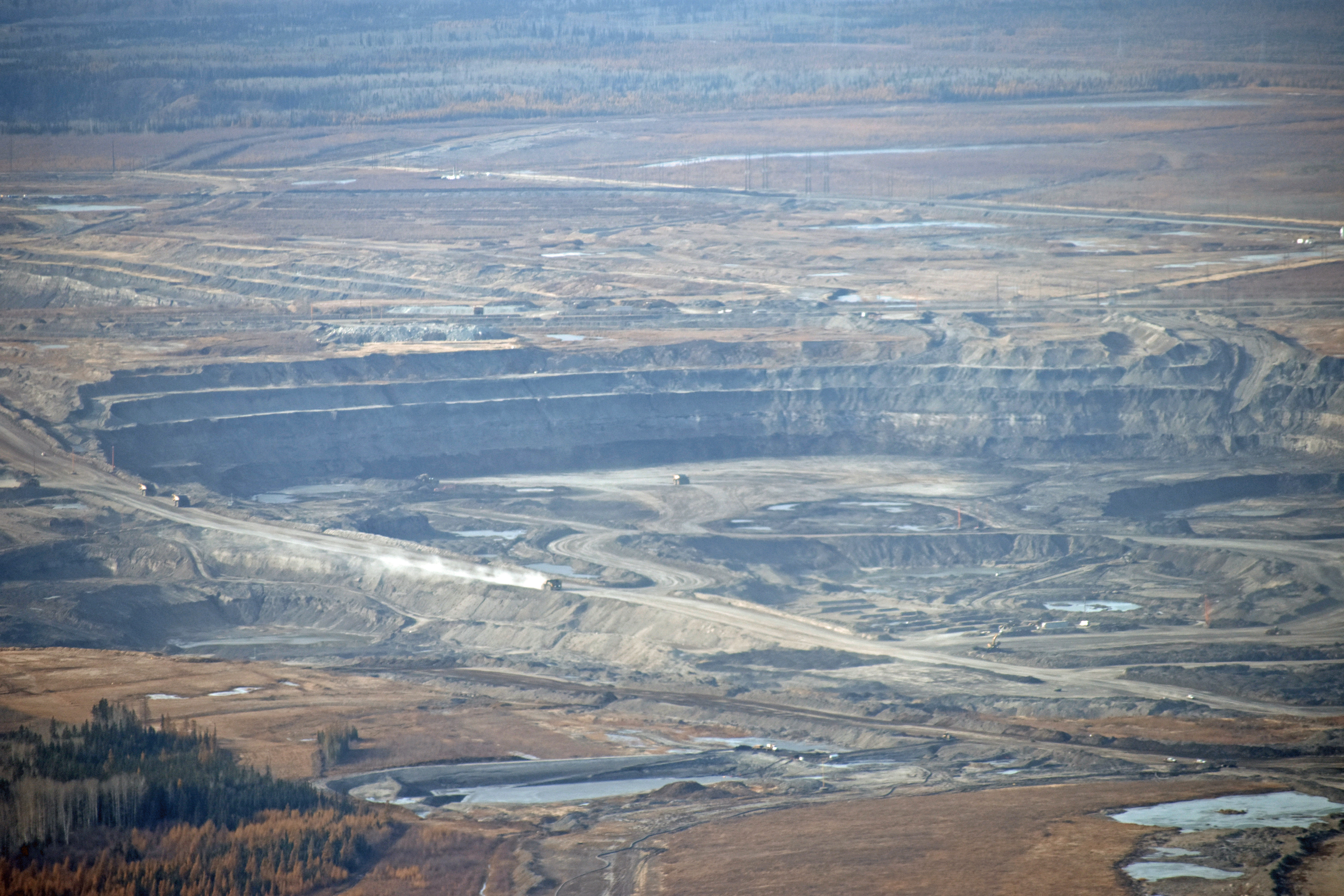 Oilsands mines north of Fort McMurray. (Geneviève Normand/CBC Radio-Canada)