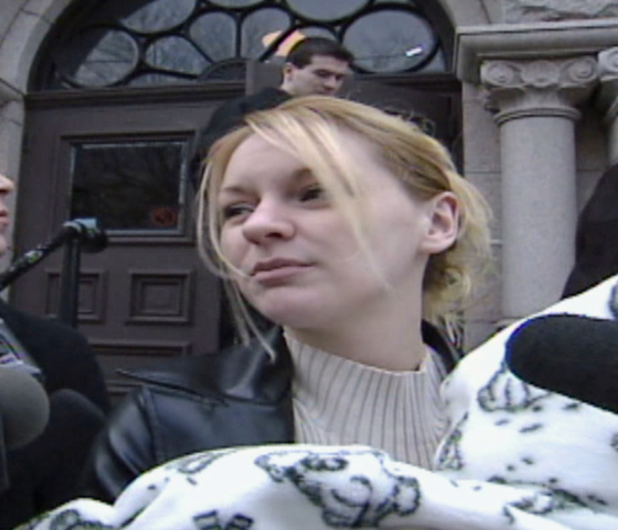 Lauralee Gillingham, 19, addresses media on the steps outside Supreme Court in St. John's in 2002. (CBC)