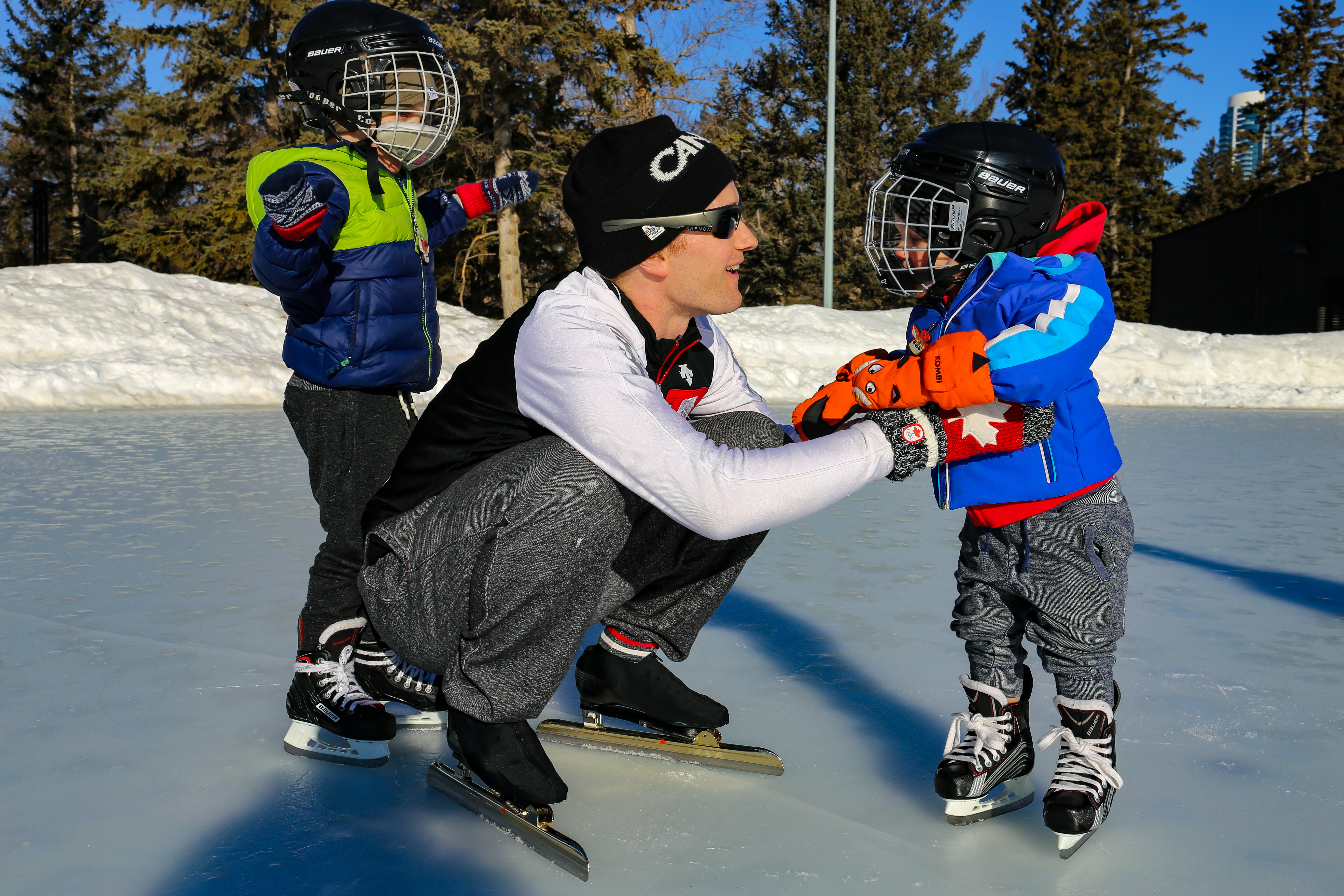 Jamie Gregg shares a moment on Victoria Oval with his sons, Asher and Elias. (Emily Rendell-Watson/CBC)