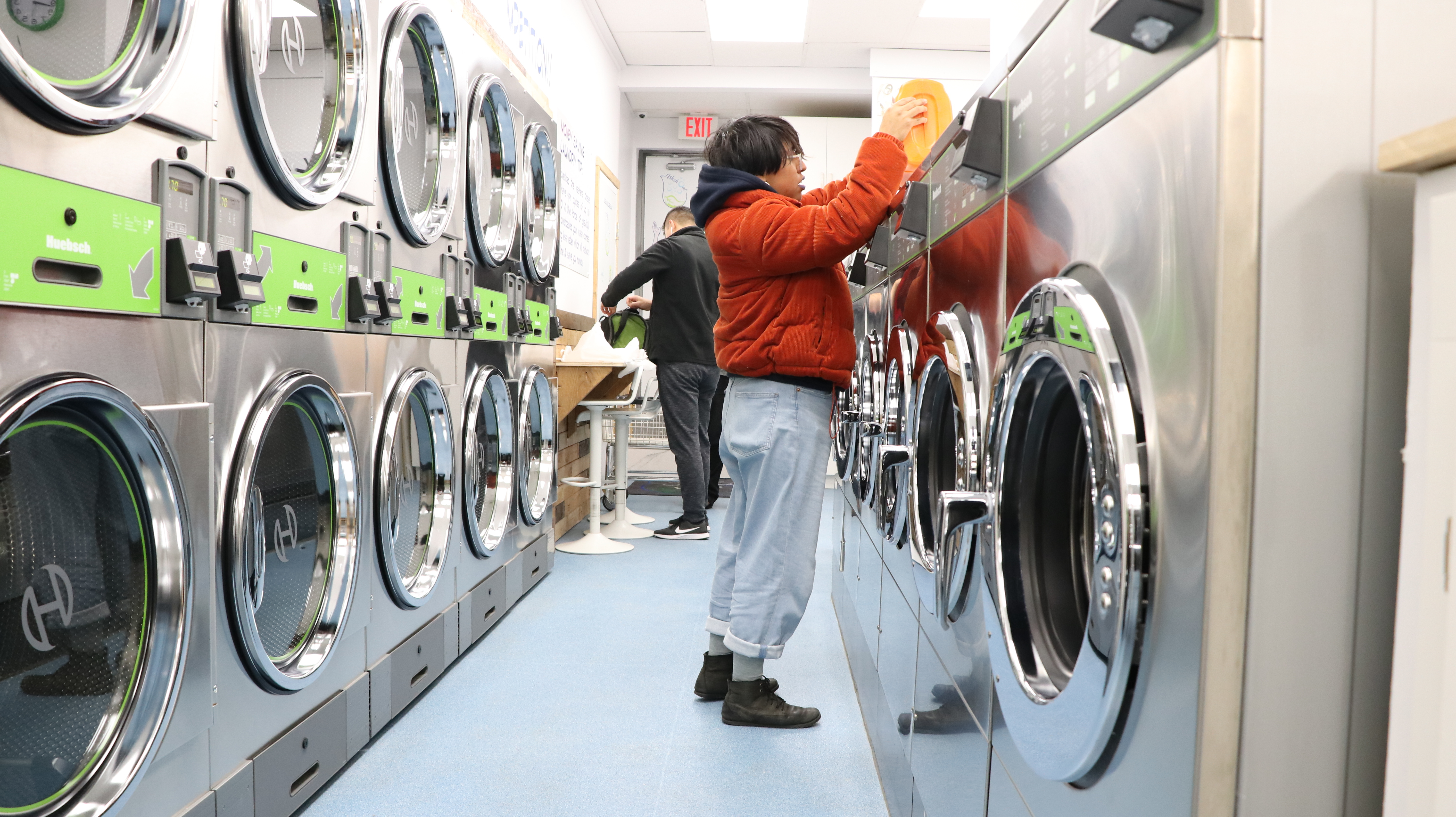 The Coin Laundry Association says laundromats often serve low-income renters who live in densely populated neighbourhoods. (Maryse Zeidler/CBC)