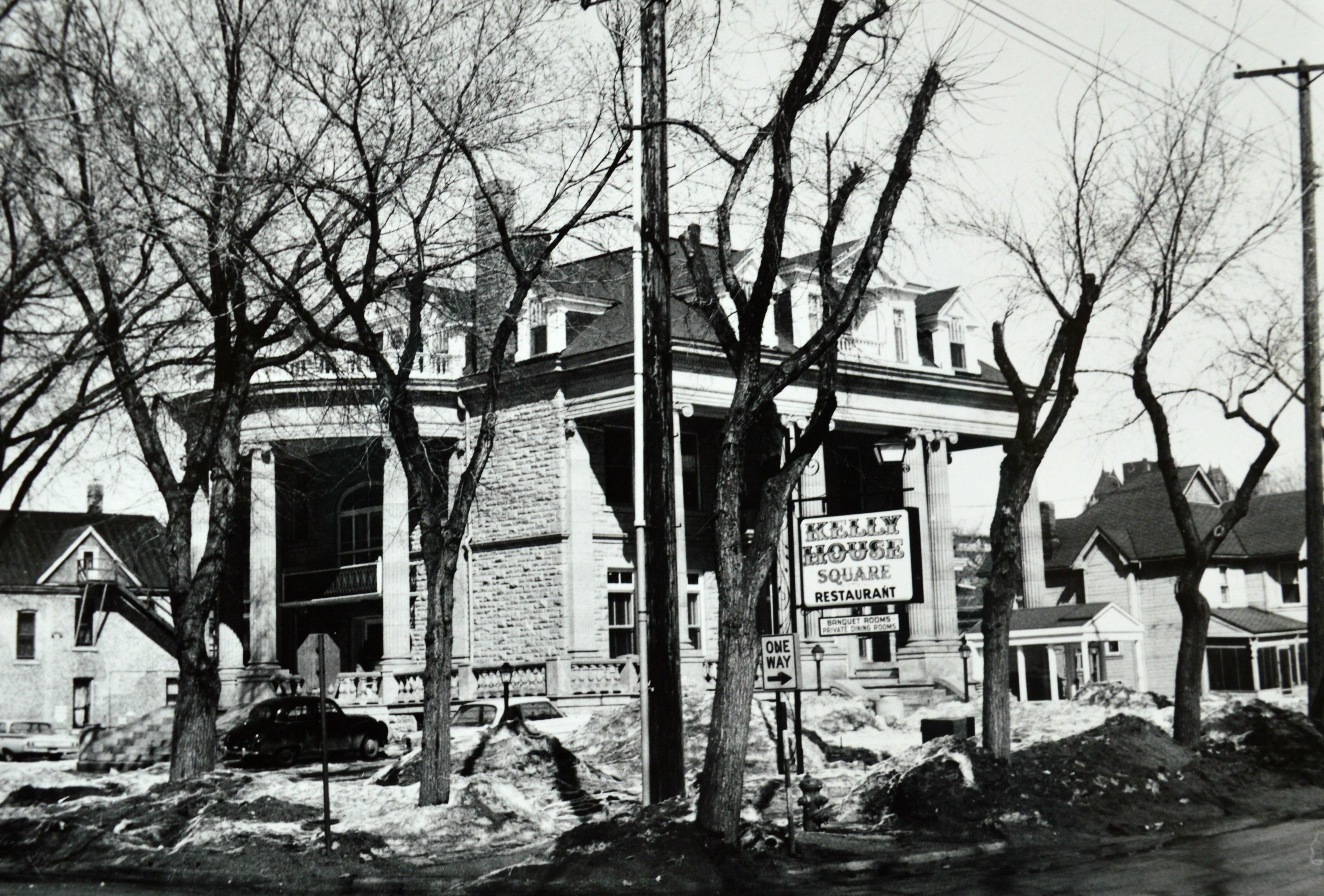 Thomas Kelly's mansion became a series of hotels and restaurants before it was demolished in 1965. (Manitoba Archives)