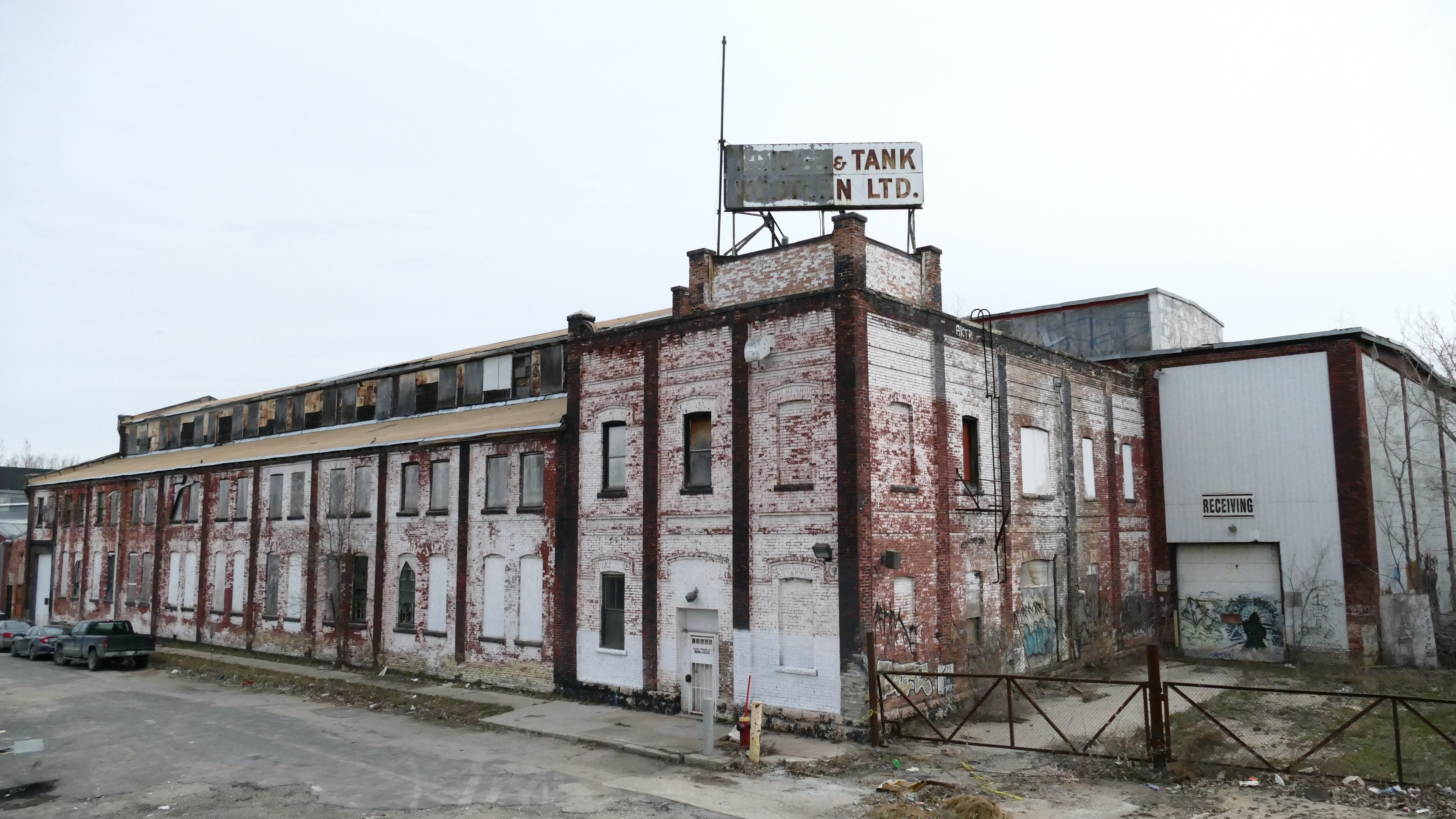 The old Vulcan Iron Works shop still stands on Maple Street N. (Brett Purdy/CBC)