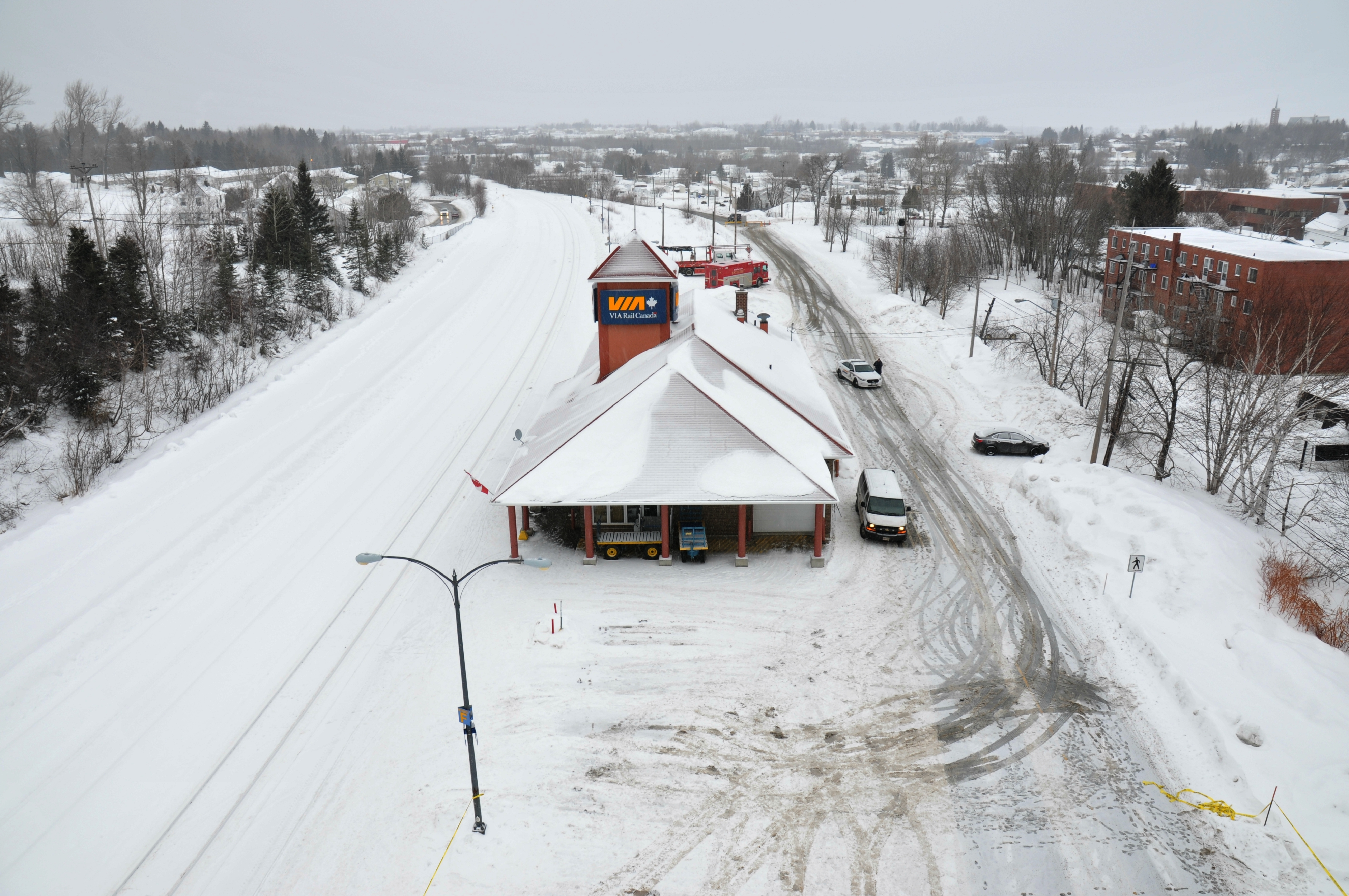 The Bathurst train station, with the tracks on the left, a parking lot and Thornton Avenue on the right. (RCMP)