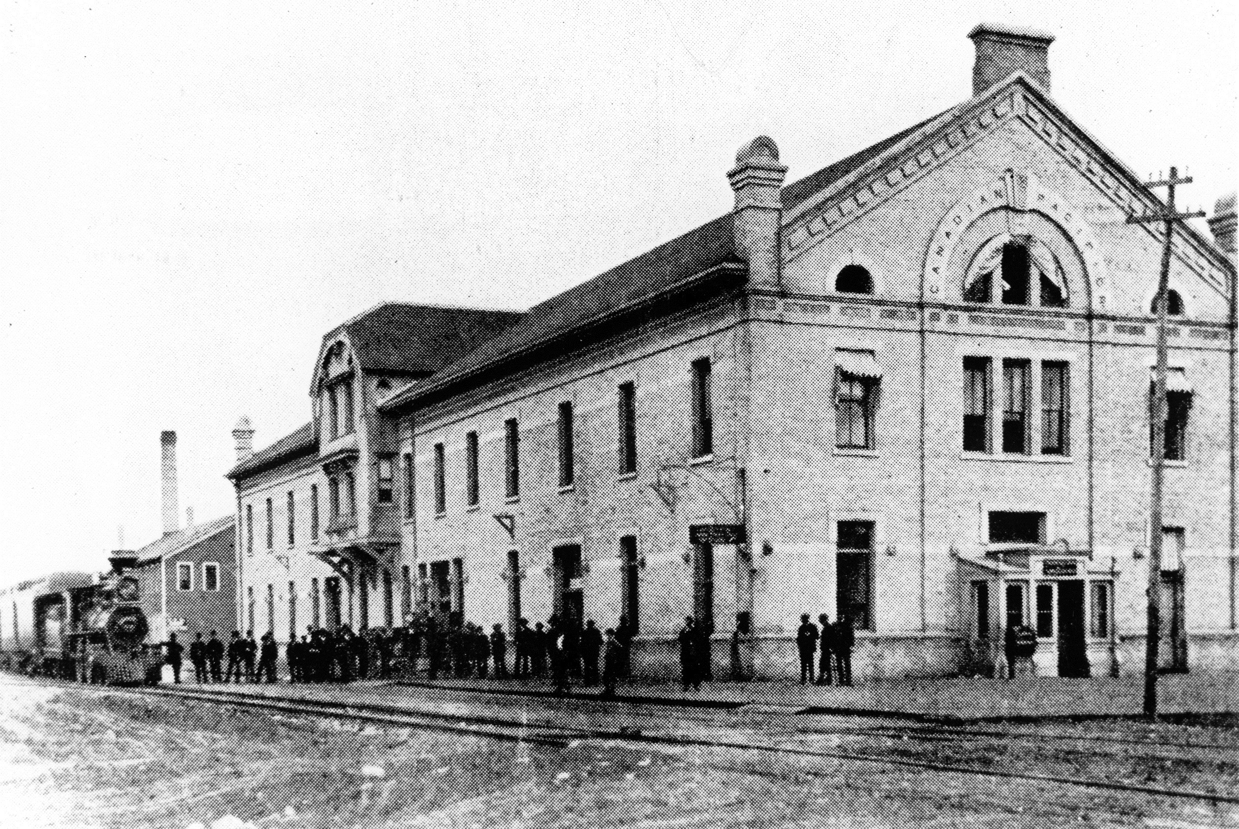 People wait outside the Winnipeg railway station as a train arrives in 1884. (Archives of Manitoba)