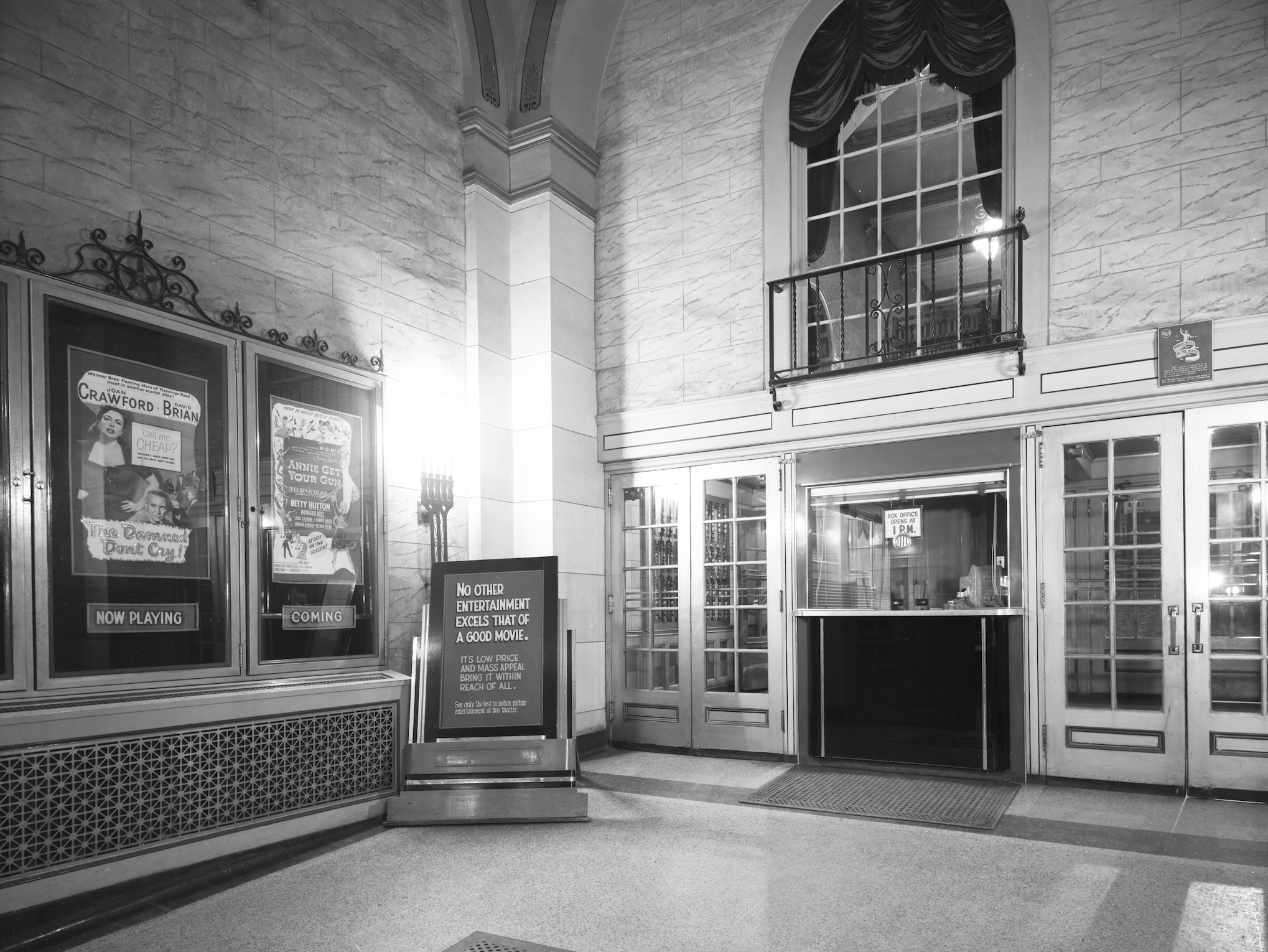 The box office when people first walked in off Secnd Avenue. (Saskatoon Public Library Local History Room; item A-2052)