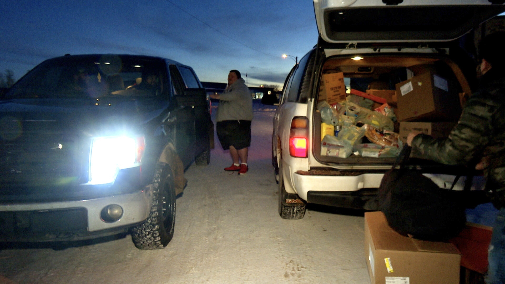 Shank makes a delivery in the middle of the road in Hay River, N.W.T. (Anna Desmarais/CBC)