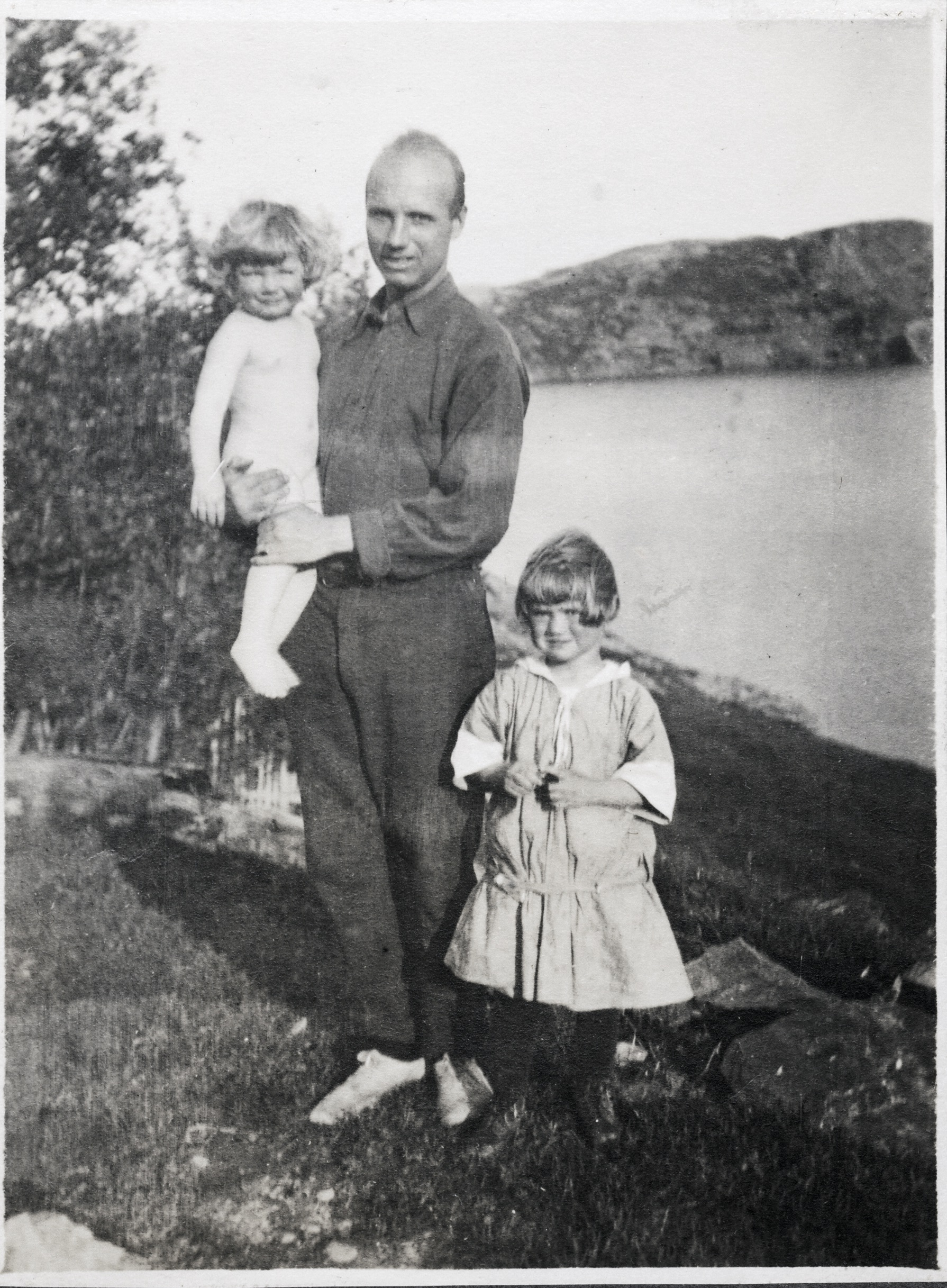 Rockwell Kent, holding his daughter Clara, with young Kathleen, Brigus, 1914. (courtesy Kent/Whiting family)