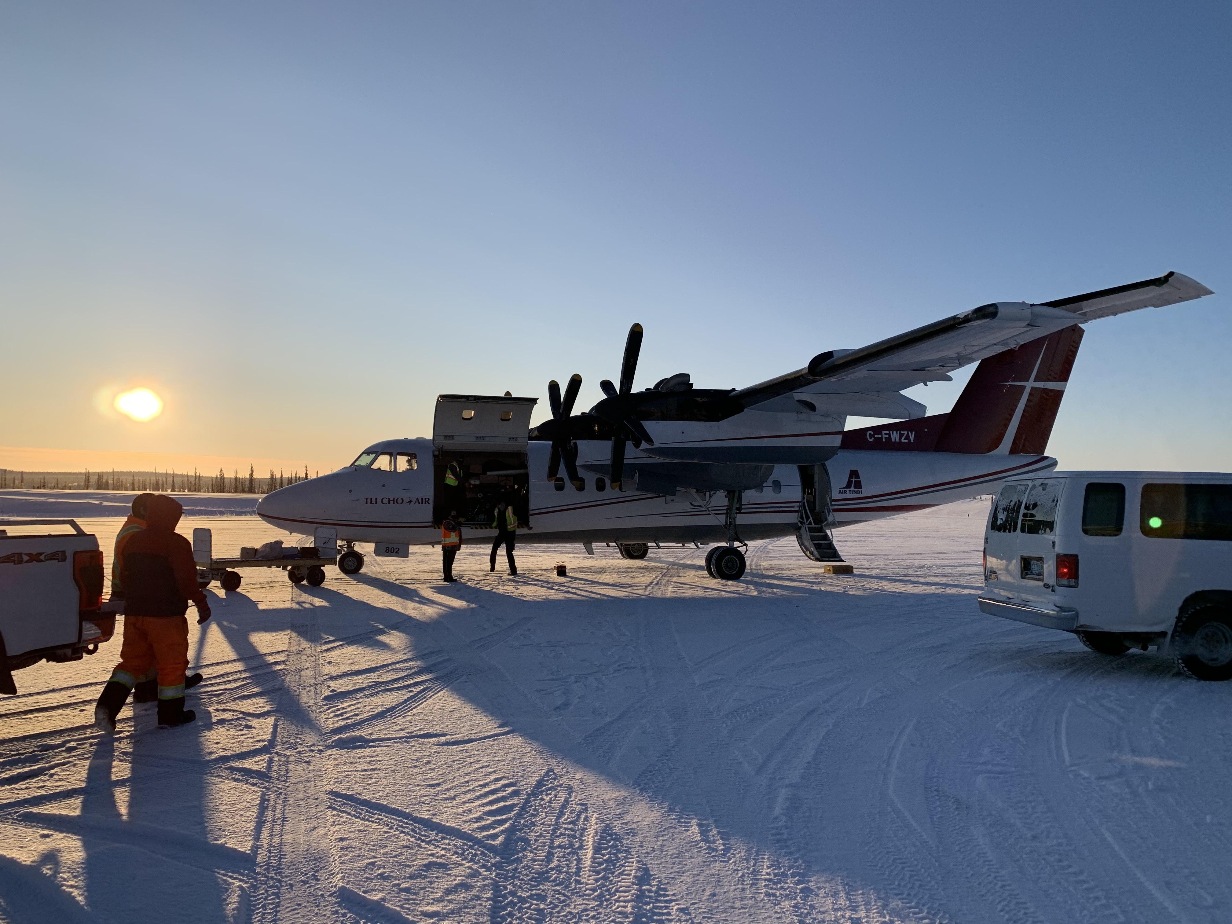 Unloading the flight in Wekweeti (Sidney Cohen/CBC)