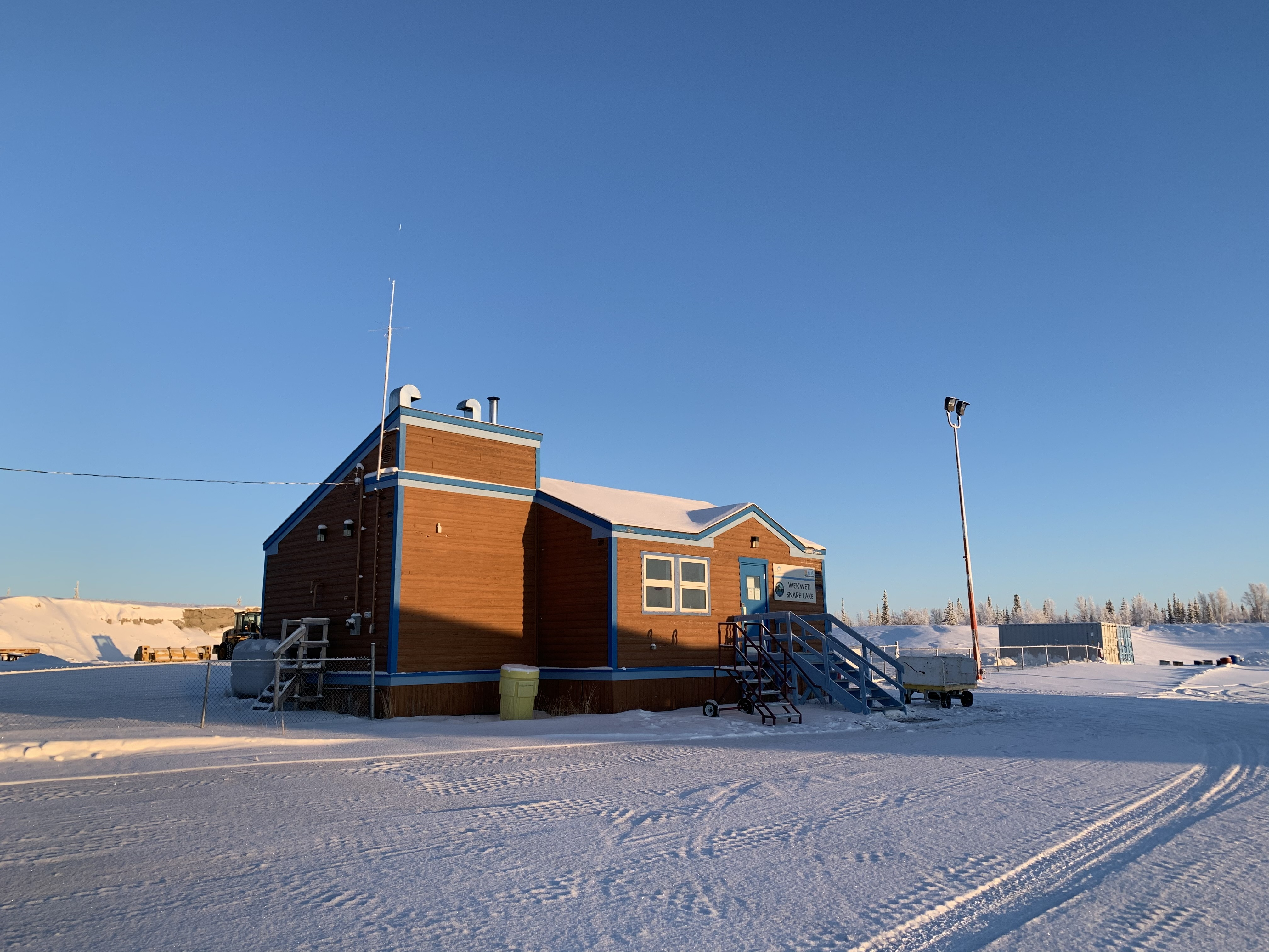 The airport building in Wekweètì, N.W.T., where Air Tindi flies six times a week bringing groceries, building supplies and other essentials. (Sidney Cohen/CBC)