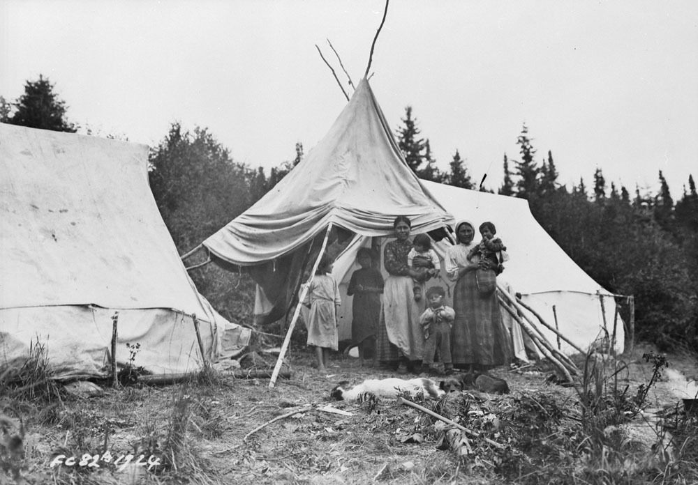 A family is photographed in Stanley Mission in August 1924. (Library and Archives Canada)