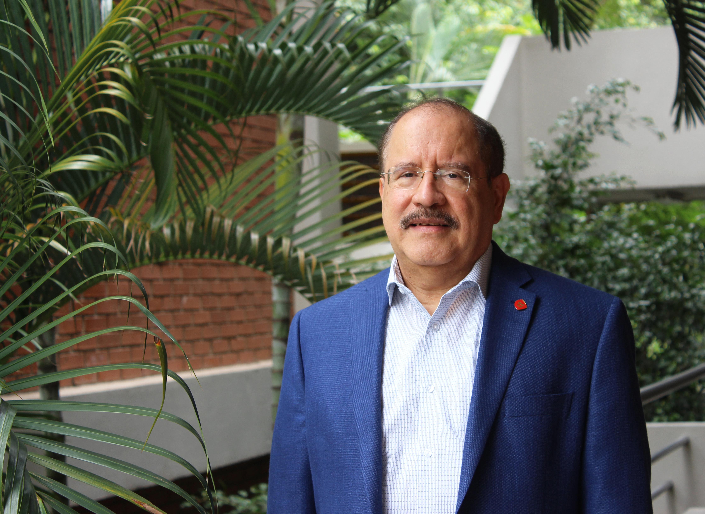 Hugo Noé Pino is an economics professor at the National Technological University of Honduras and a former senior adviser at the World Bank. (María José Burgos/CBC)
