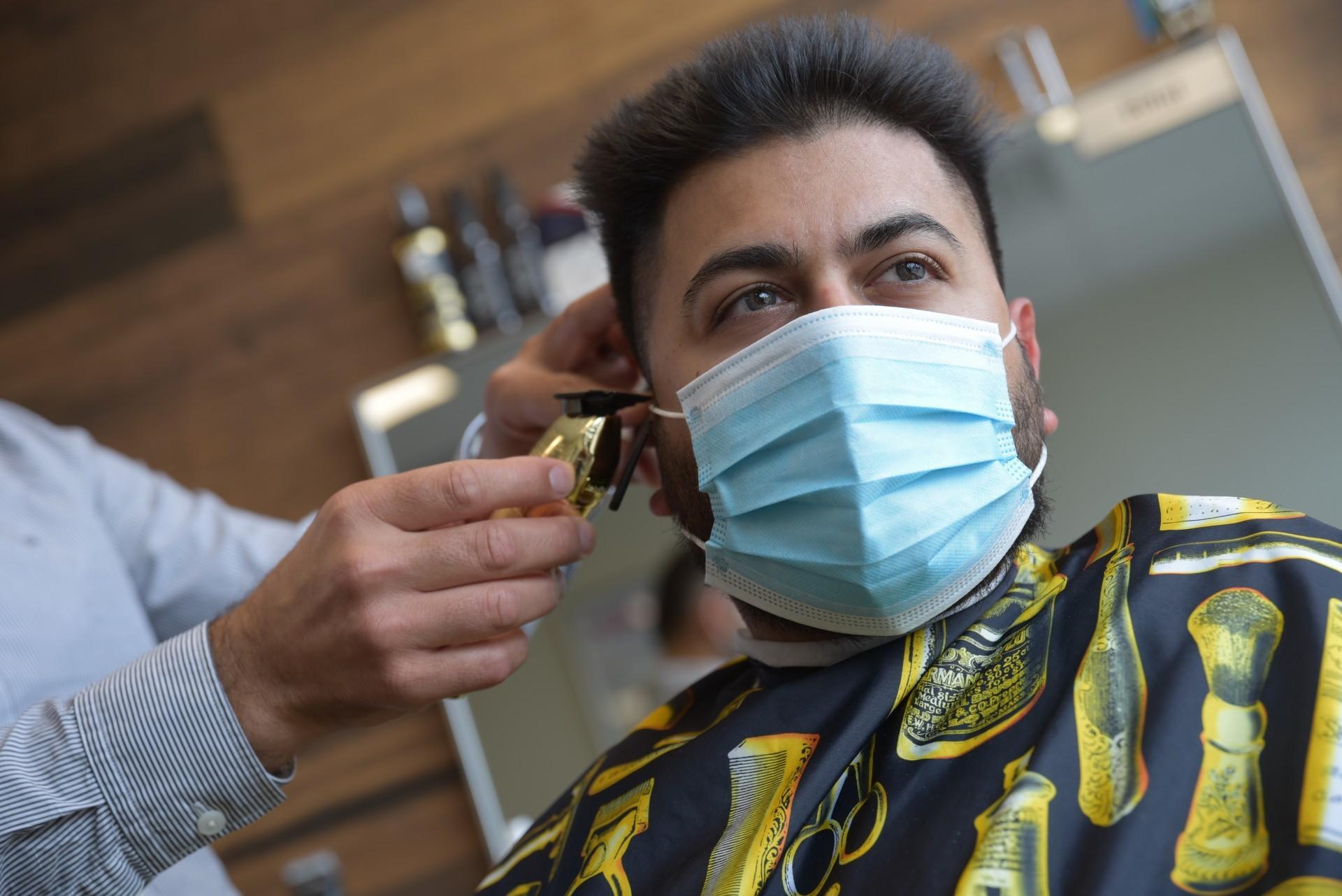 Barber Bilal Sabra's longtime client Murad Driver. (Pierre-Paul Couture/CBC)
