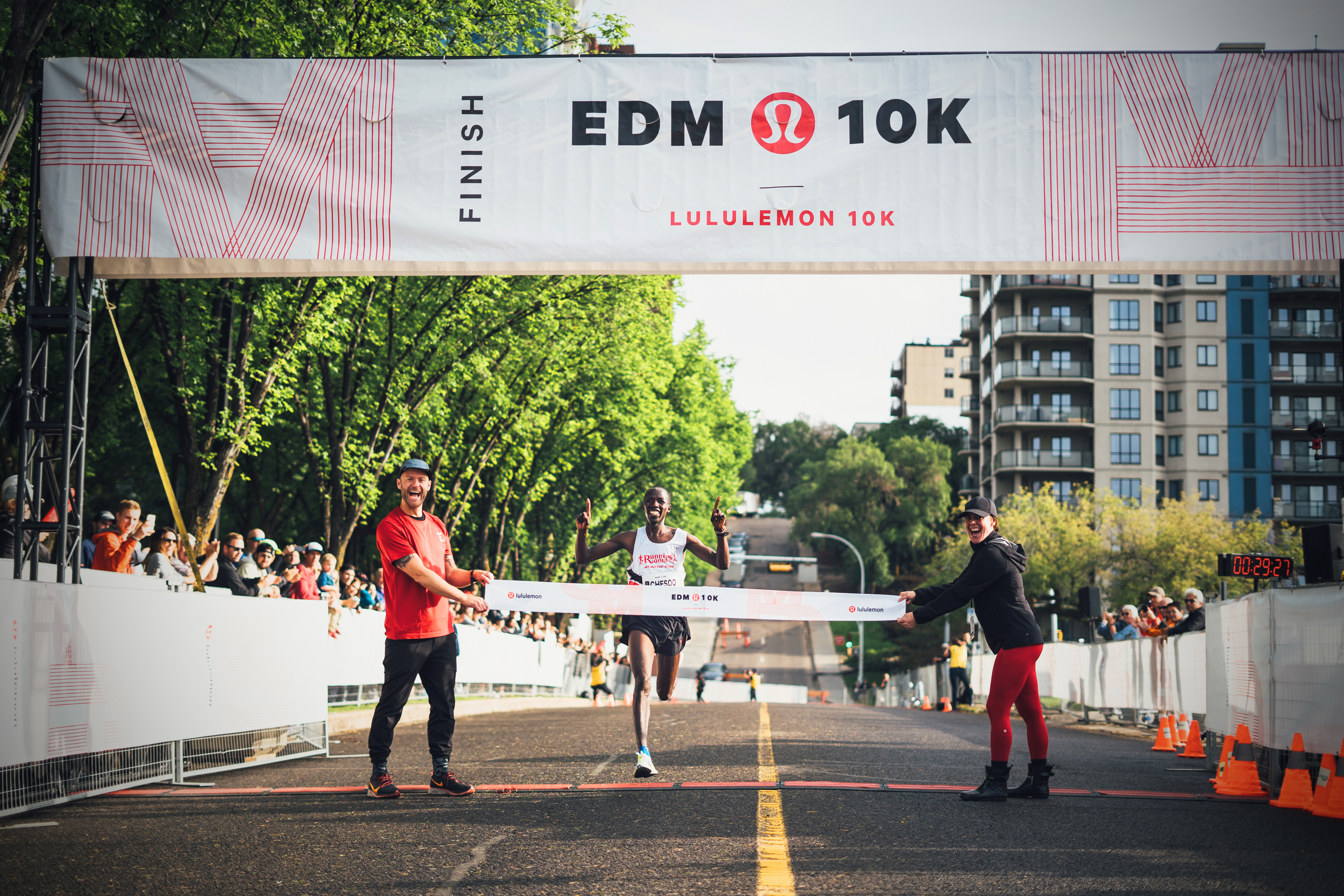 Chesoo crosses the finish line at the Lululemon Edmonton 10K with ease. (Des Iles/Canada Running Series)