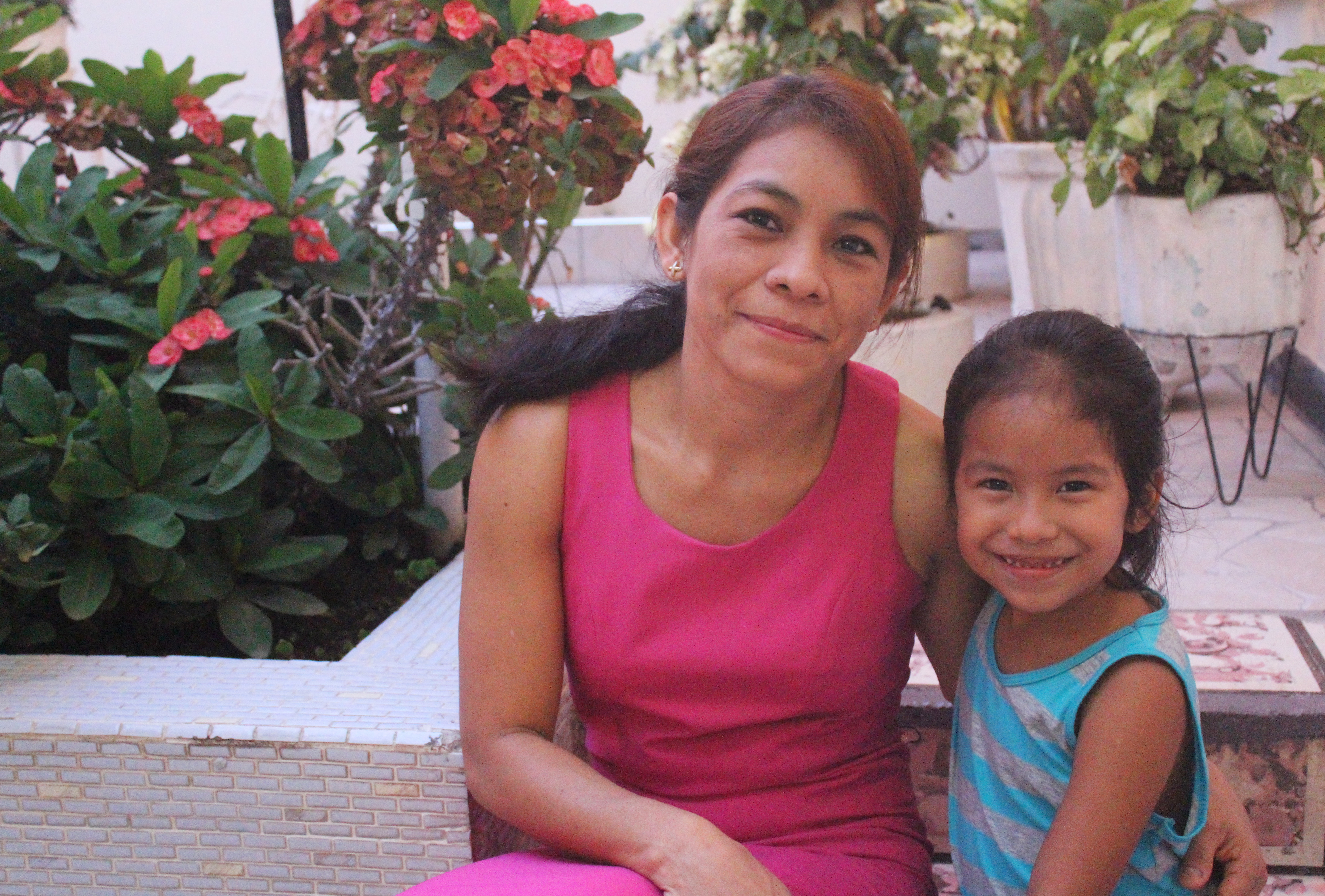 María Sánchez, here with her five-year-old daughter, Jessica, left her small farming town to find work in the capital. Three of her brothers went to the U.S. illegally. (María José Burgos/CBC)