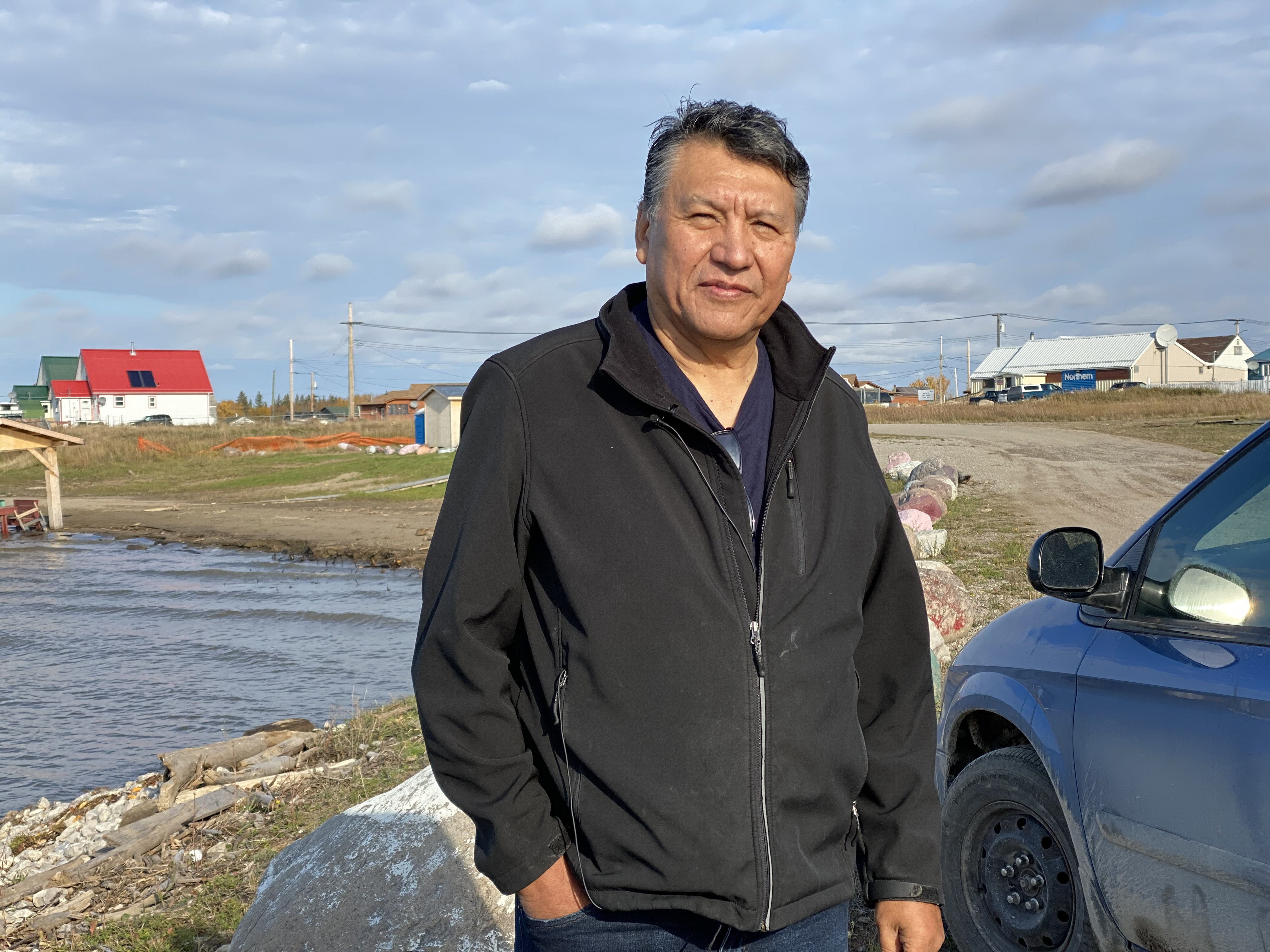 Wilfred Simon holds counselling sessions in Fort Resolution from the front seat of his van. (Graham Shishkov/CBC)