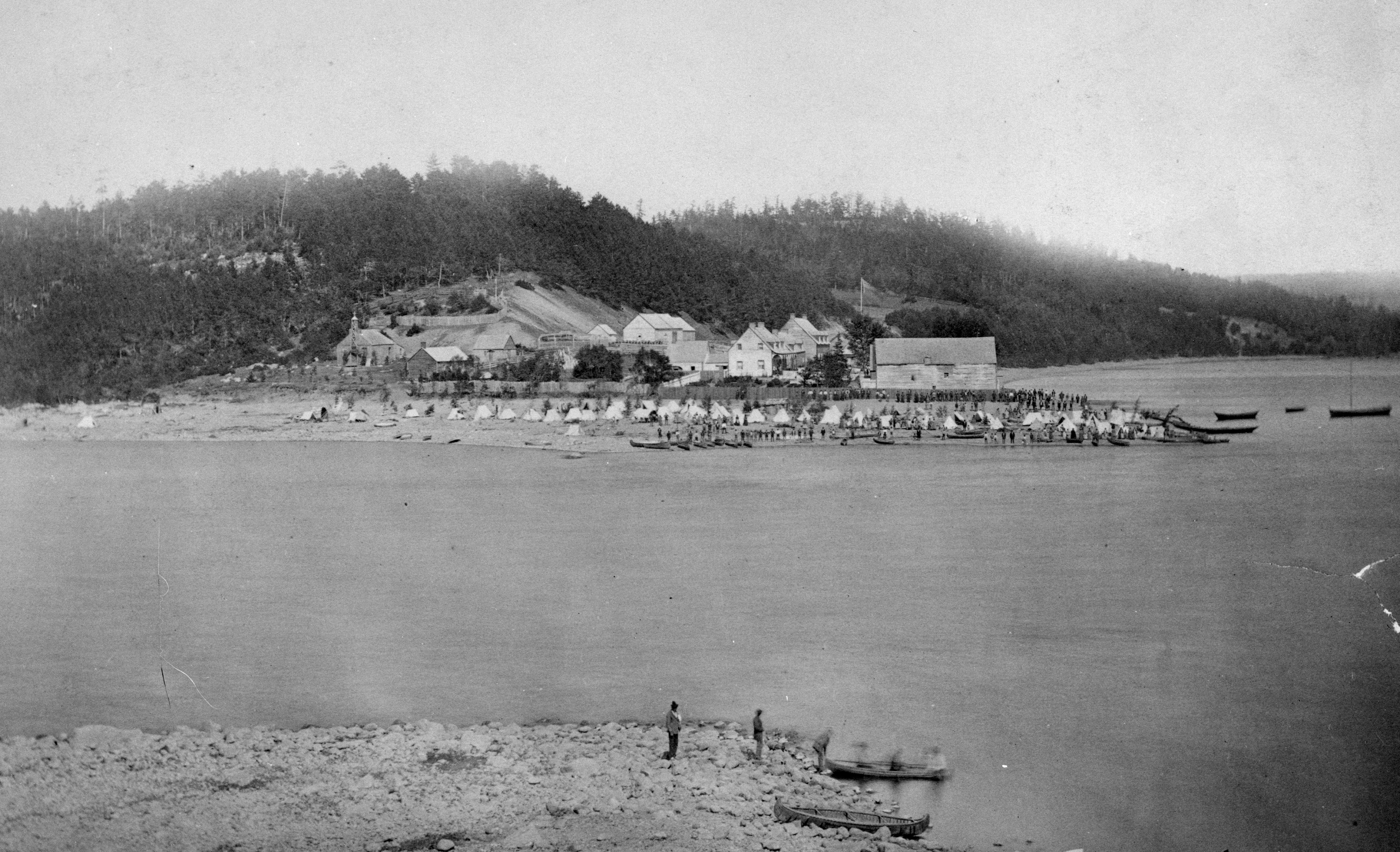 Fort Temiscamingue/Timiskaming, a fur trading post about 80 kilometres north of Témiscaming, Que., in 1876. (Patent and Copyright Office/Library and Archives Canada/PA-028724)