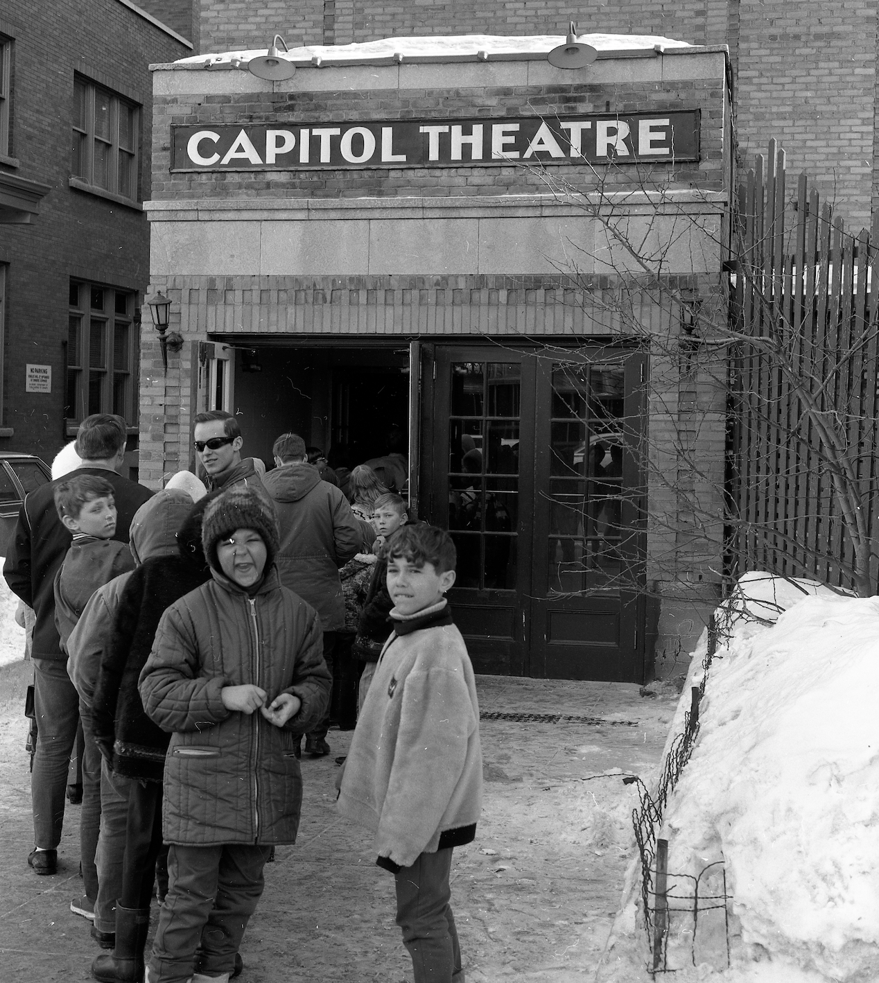 The main entrance to the Capitol was on Second Avenue, but you could also enter and buy tickets from this alternate entrance on First Avenue. (Saskatchewan Archives; Copyright: Saskatoon StarPhoenix)
