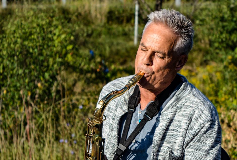 Meet the Sax Man of Highway 416 | CBC News