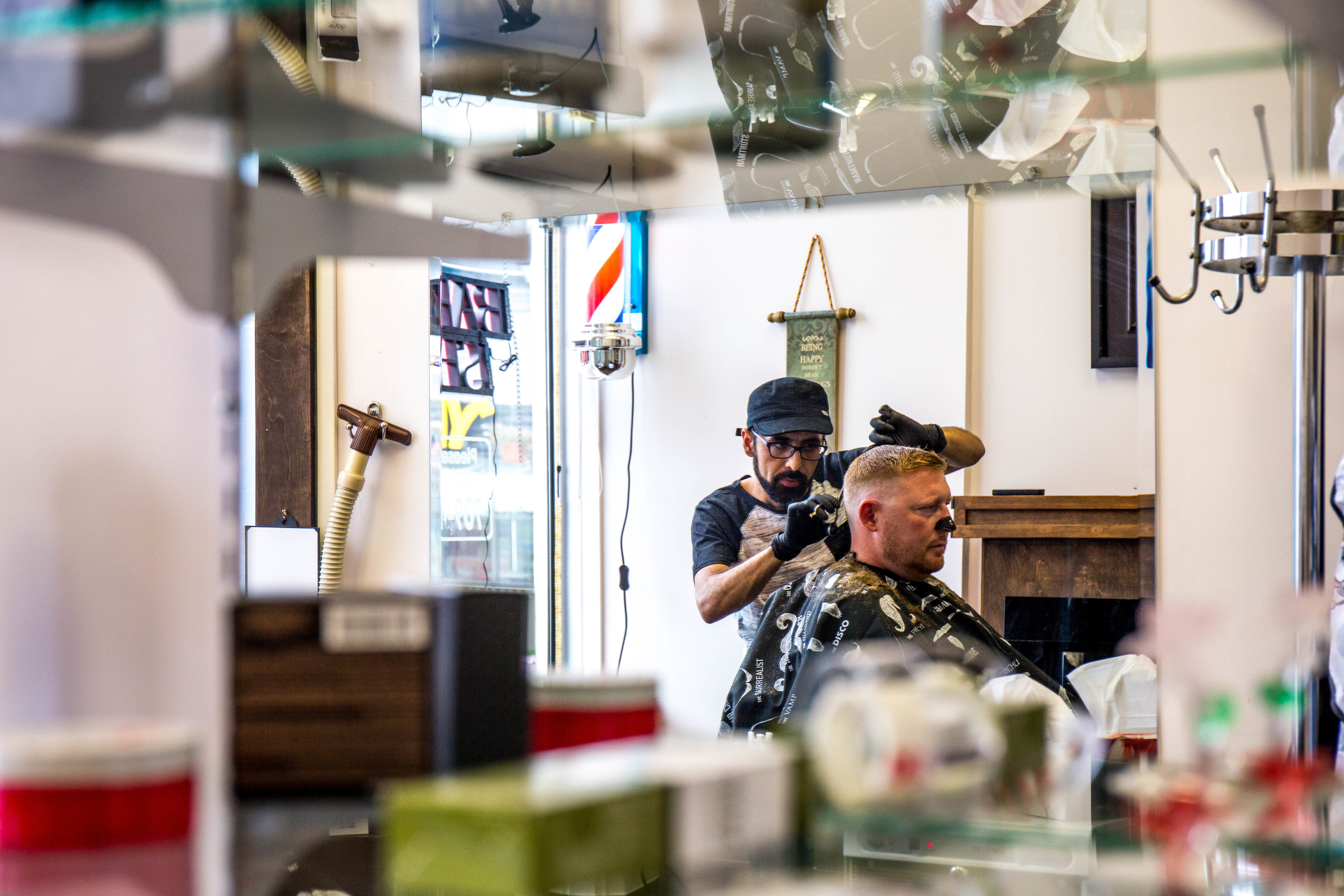 Customer Chad Parsons gets Mohamad Almaidani's complete attention during his haircut. (Lindsay Bird/CBC)