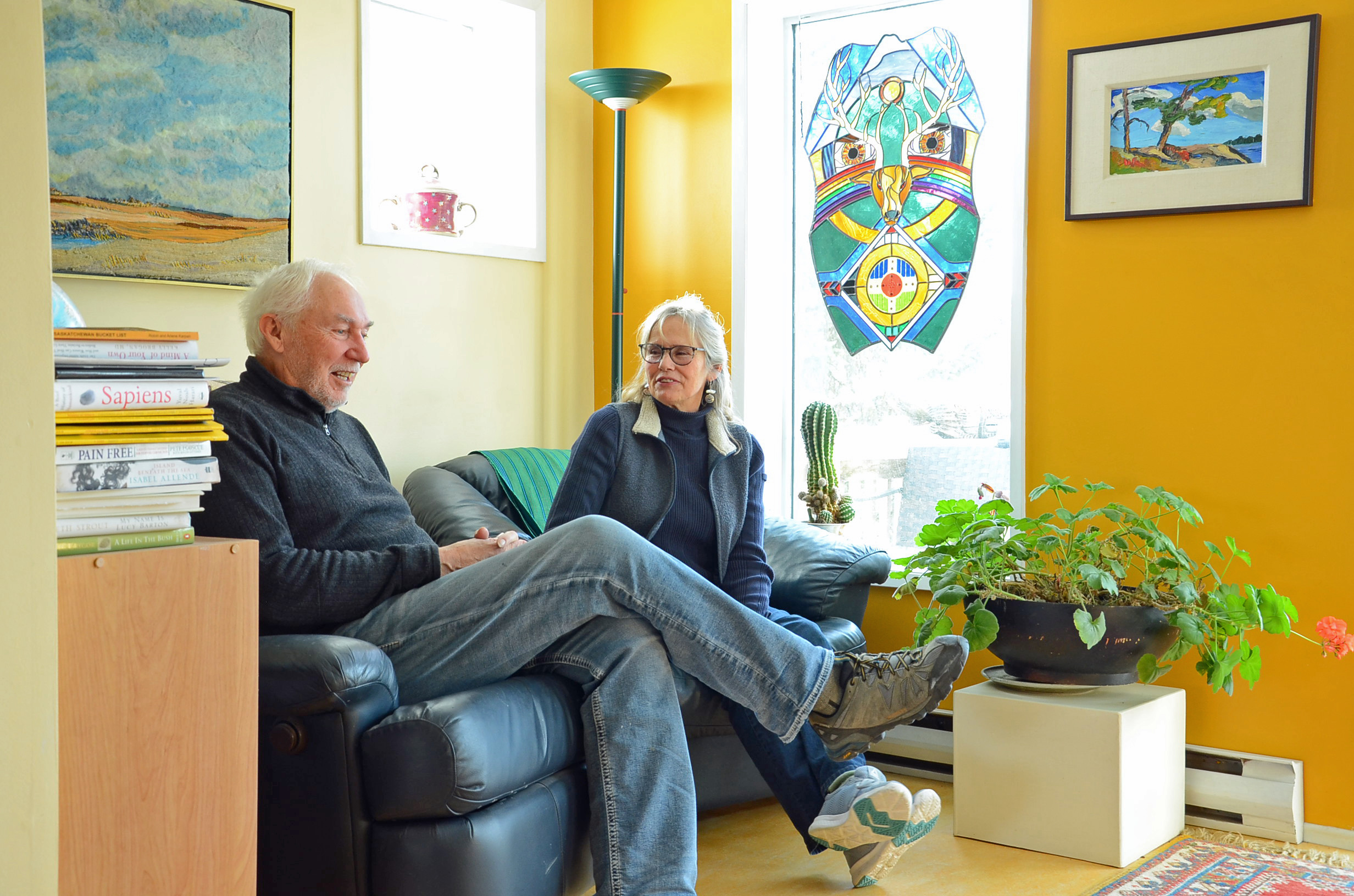 Mel Bolen and Karen Holden relax in their sitting room, above the Northstar Art Gallery. (Bridget Yard/CBC)