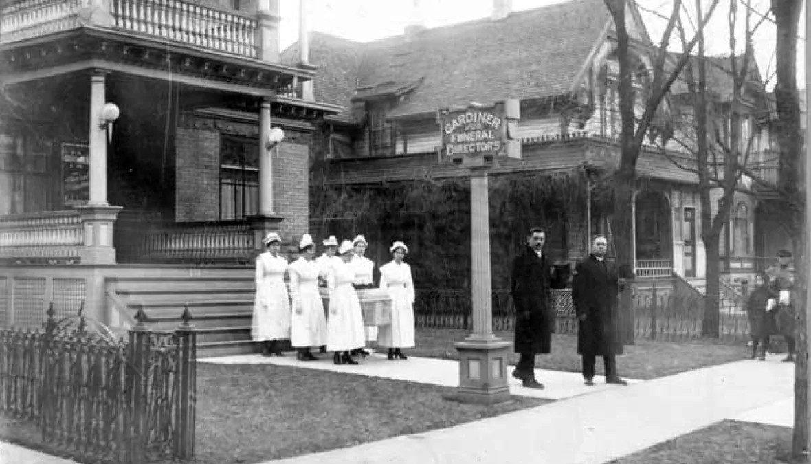 Nurses hold a casket outside Winnipeg's Gardiner Funeral Home during the flu epidemic of 1918-1919. (L.B. Foote Collection/Archives of Manitoba)