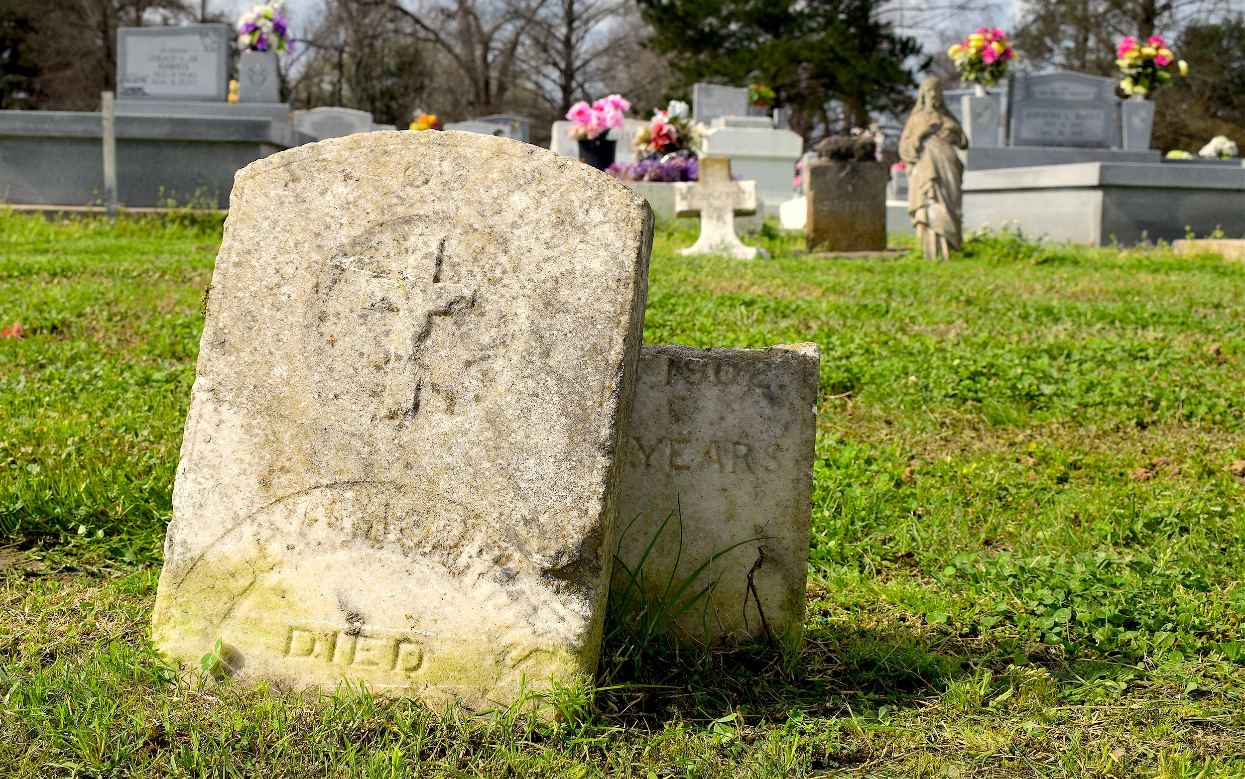 Tombstones found in the Maringouin cemetery. (Ellen Mauro/CBC)